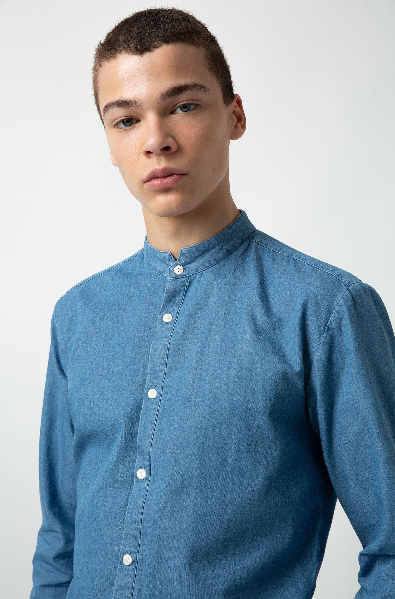 Camicia extra slim fit in denim scolorito con colletto rialzato, Blu