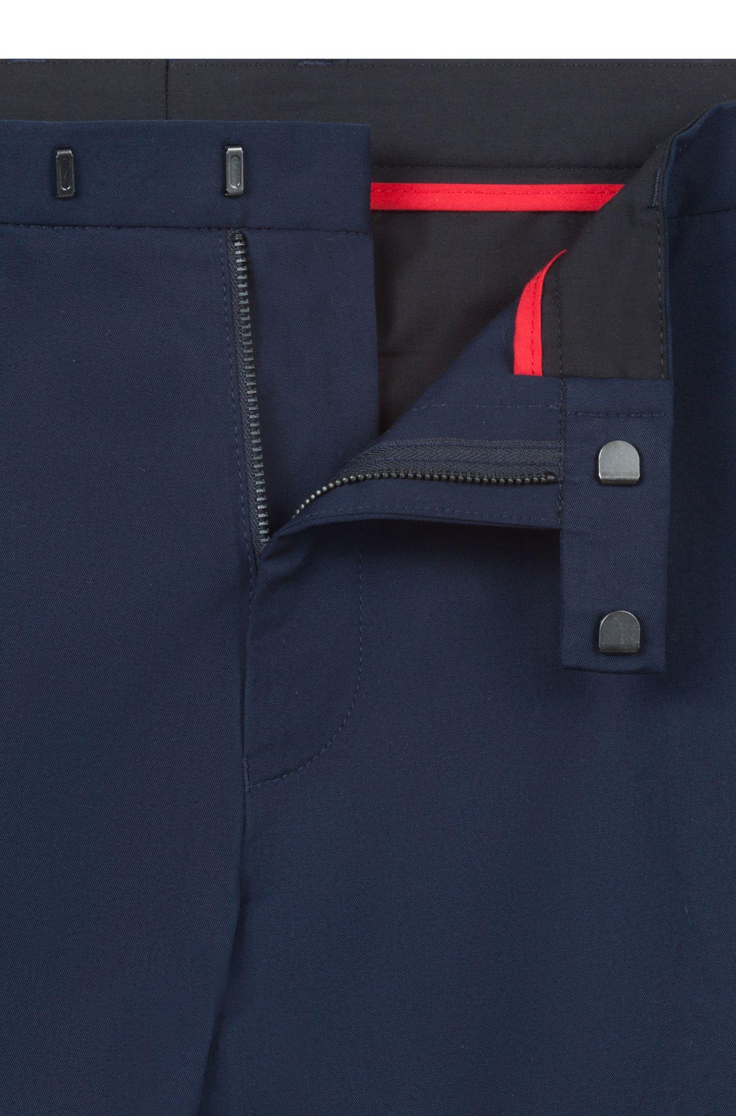 Pantaloncini slim fit in cotone elasticizzato con dettagli a contrasto, Blu scuro
