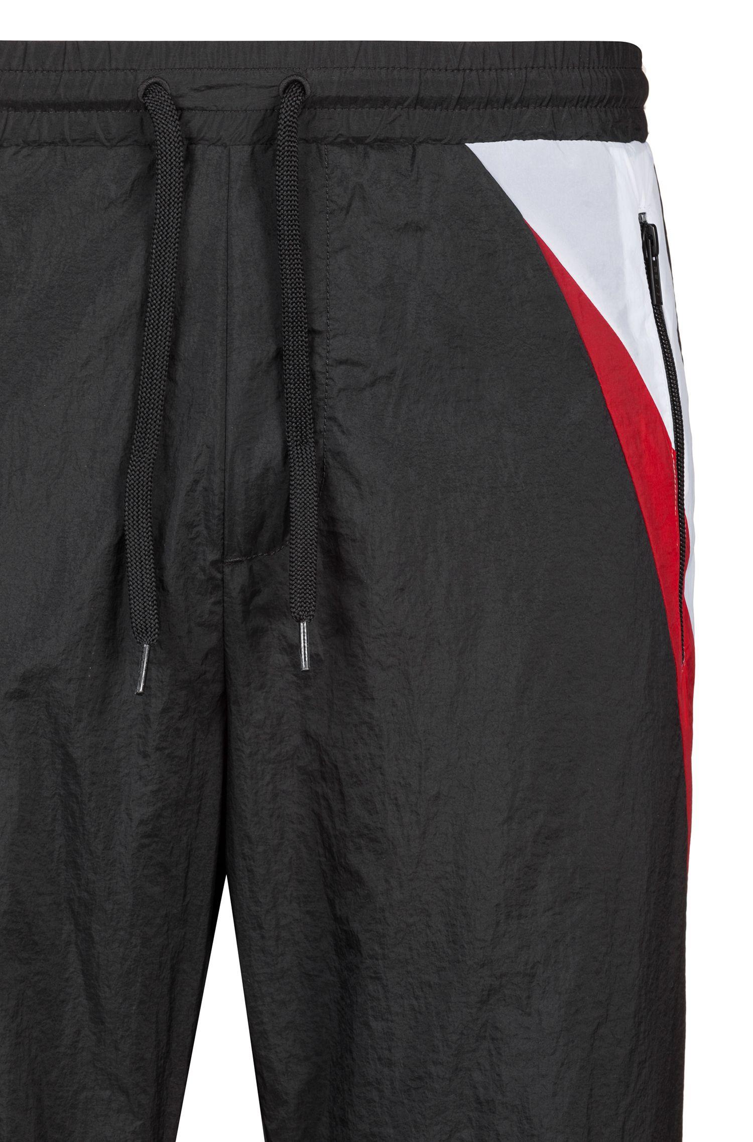 Leichte Relaxed-Fit Hose in Knitteroptik mit Kontrast-Details, Schwarz