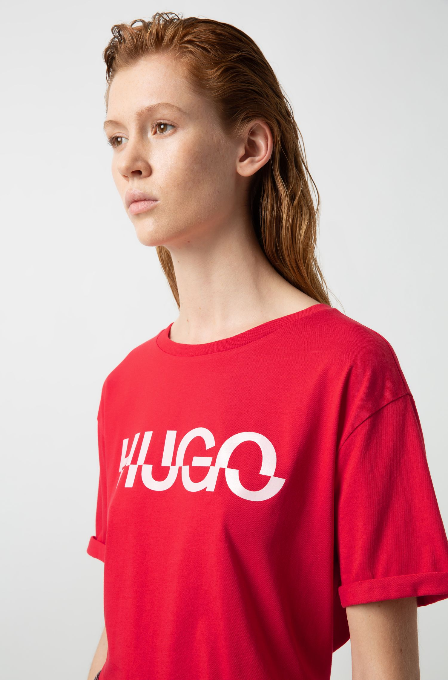 Relaxed fit T-shirt in cotton with cut-logo print, Red