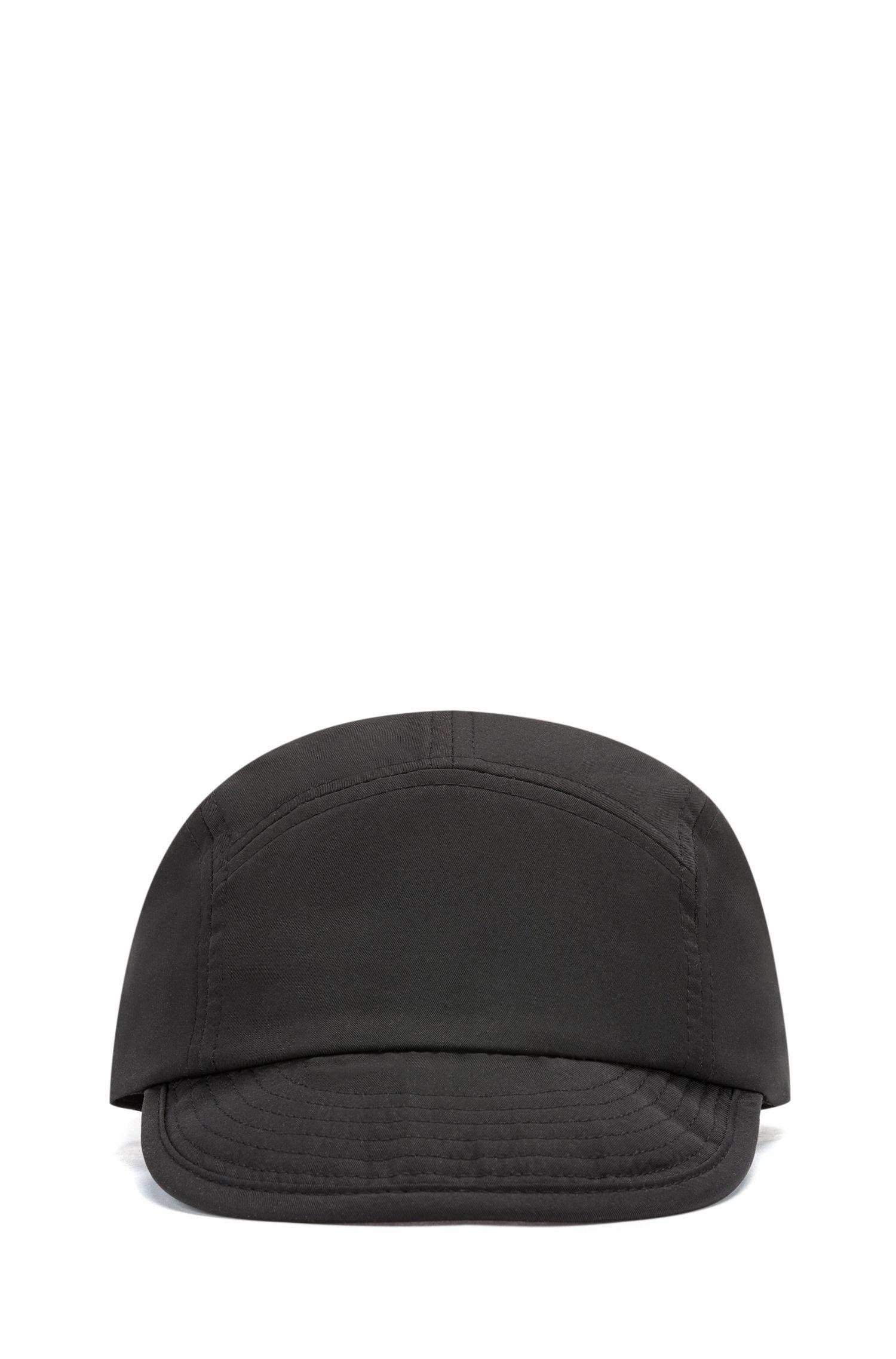 Cappellino regolabile in twill di tessuto tecnico con logo sotto la visiera, Nero