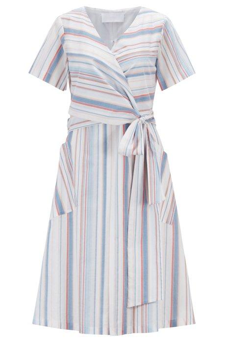 Gestreiftes A-Linien-Kleid aus Baumwolle mit Bindegürtel , Gemustert