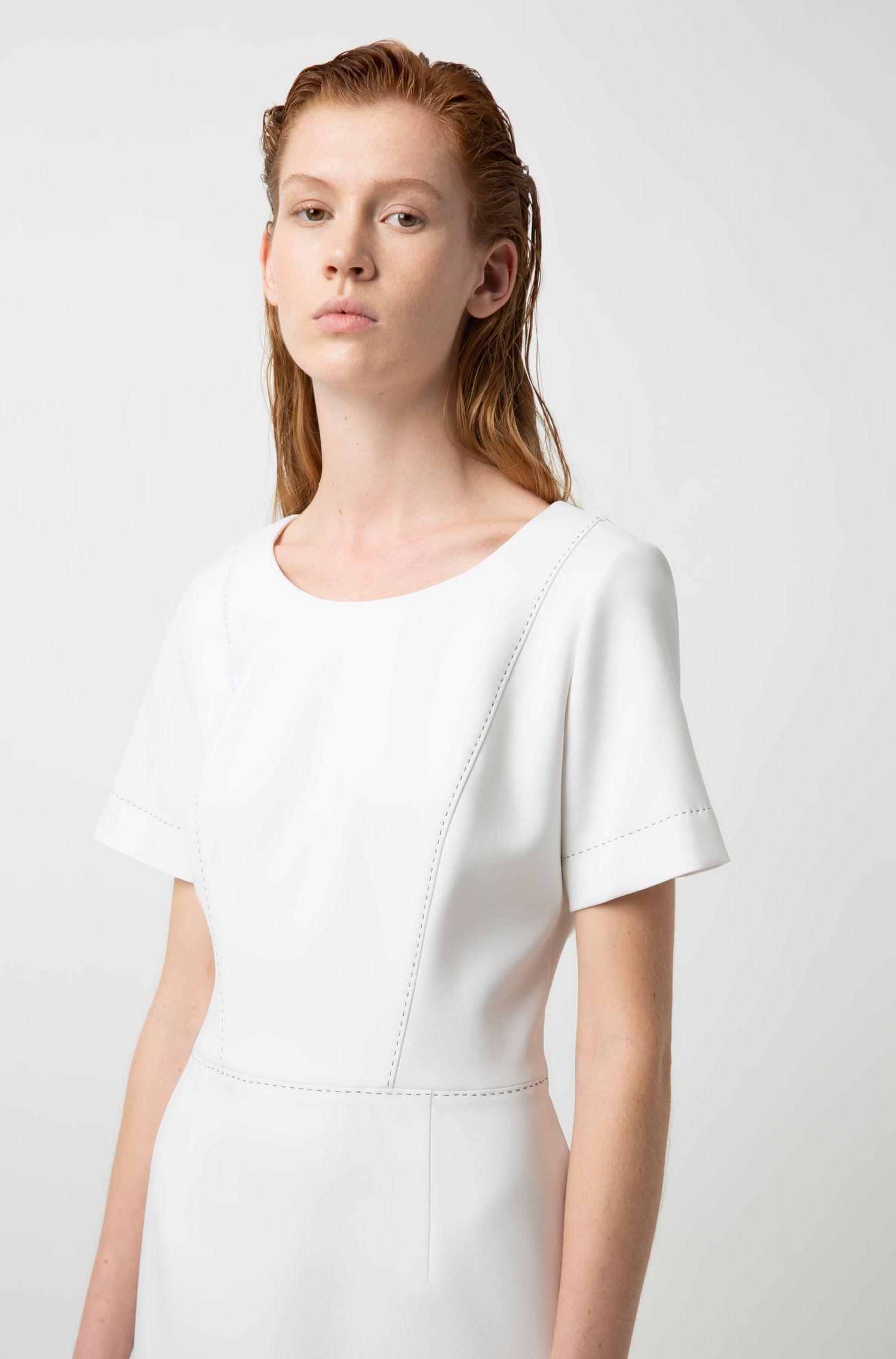 Kurzarm-Kleid mit Naht-Details, Natur