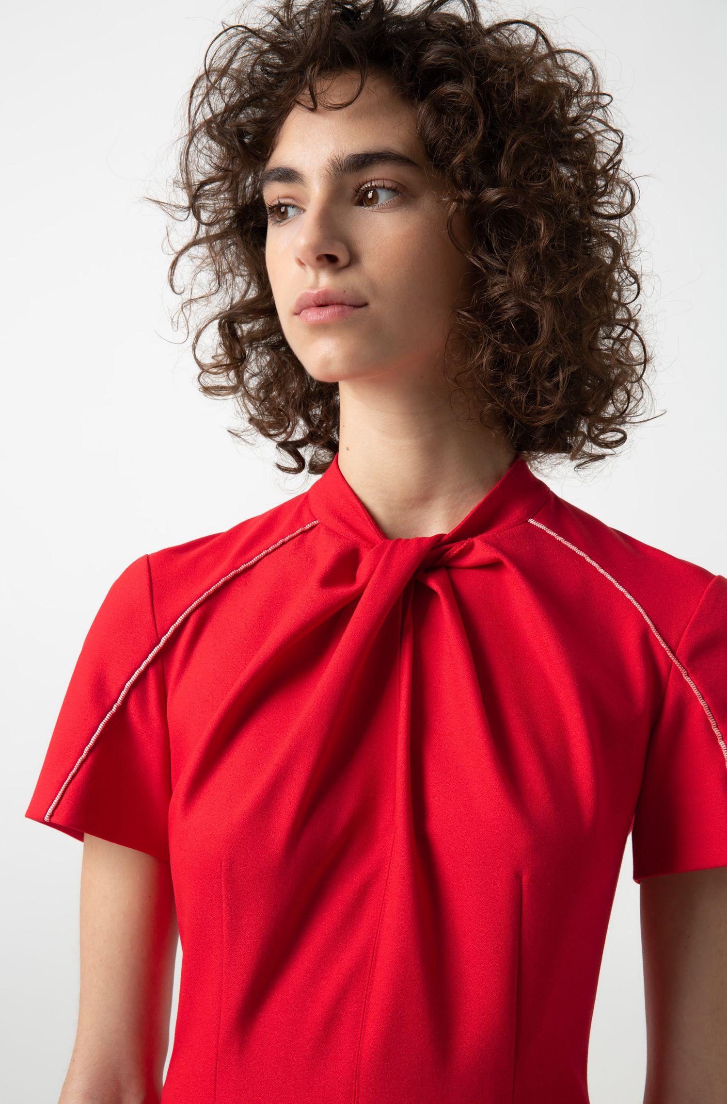 Vestito dalla linea svasata in crêpe con scollatura con fiocco, Rosso