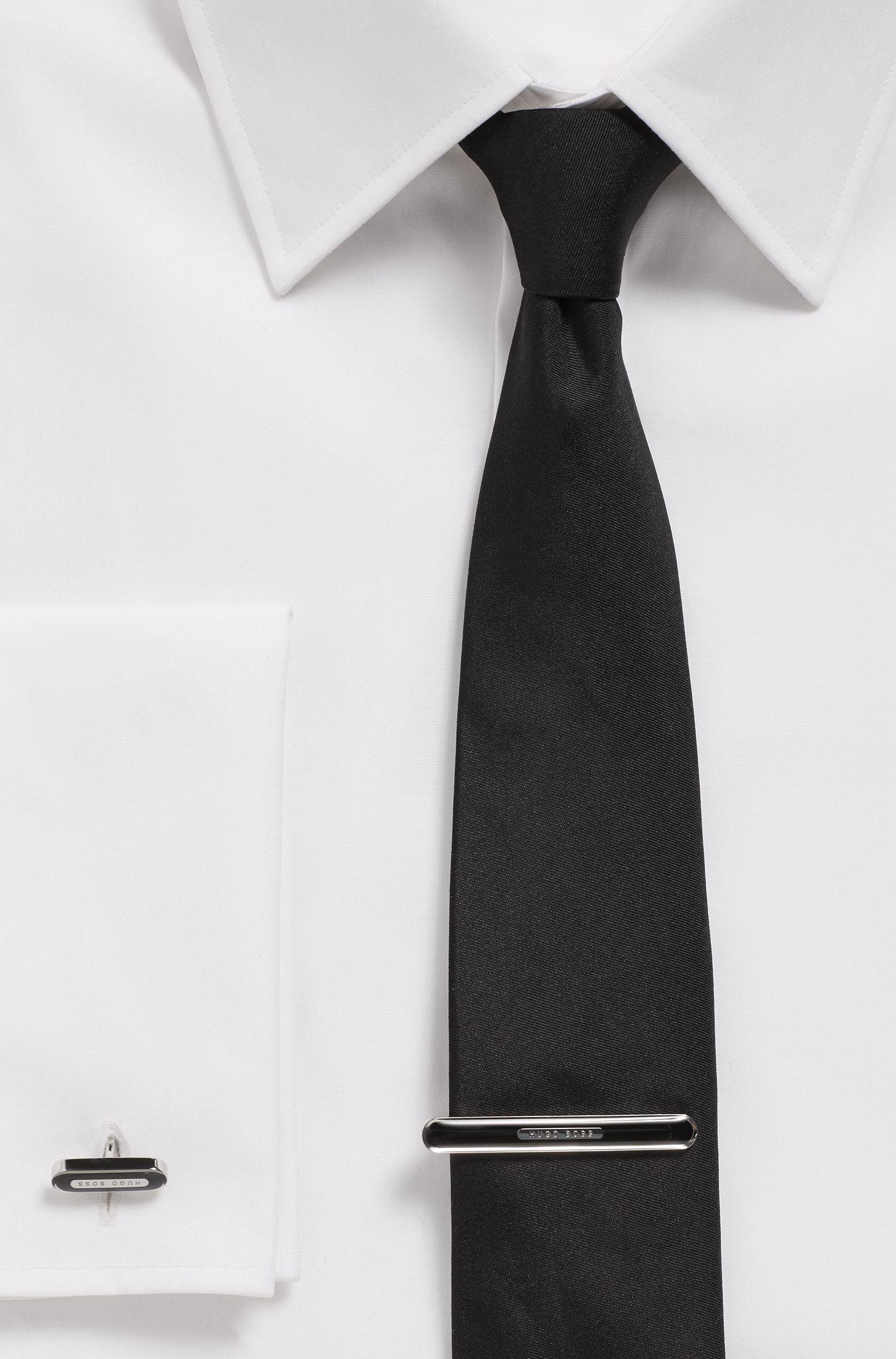 Krawattennadel aus Messing mit Emaille und Logo-Detail, Schwarz