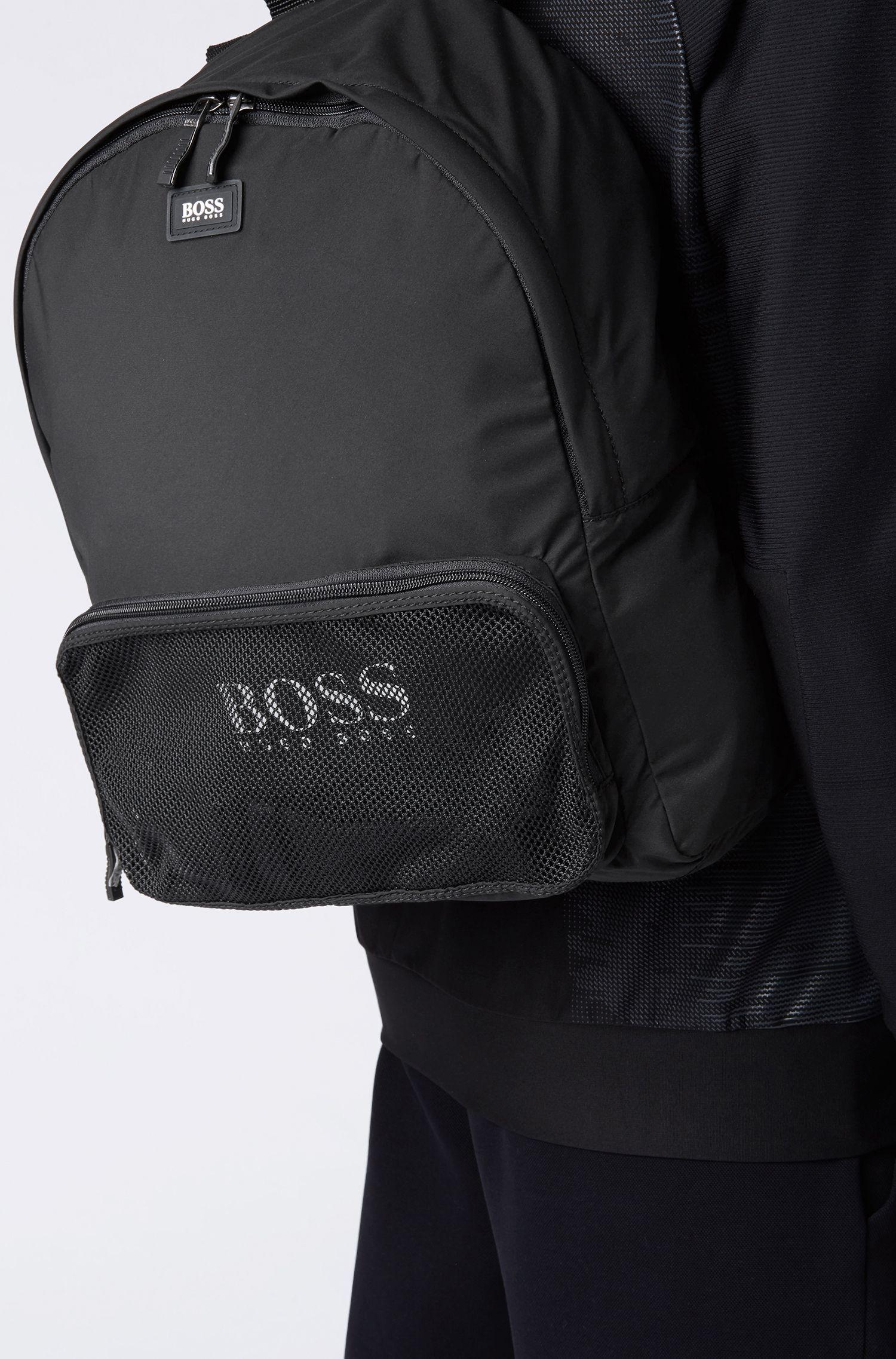 Wandelbarer Rucksack aus recyceltem Material-Mix mit Logo-Print, Schwarz