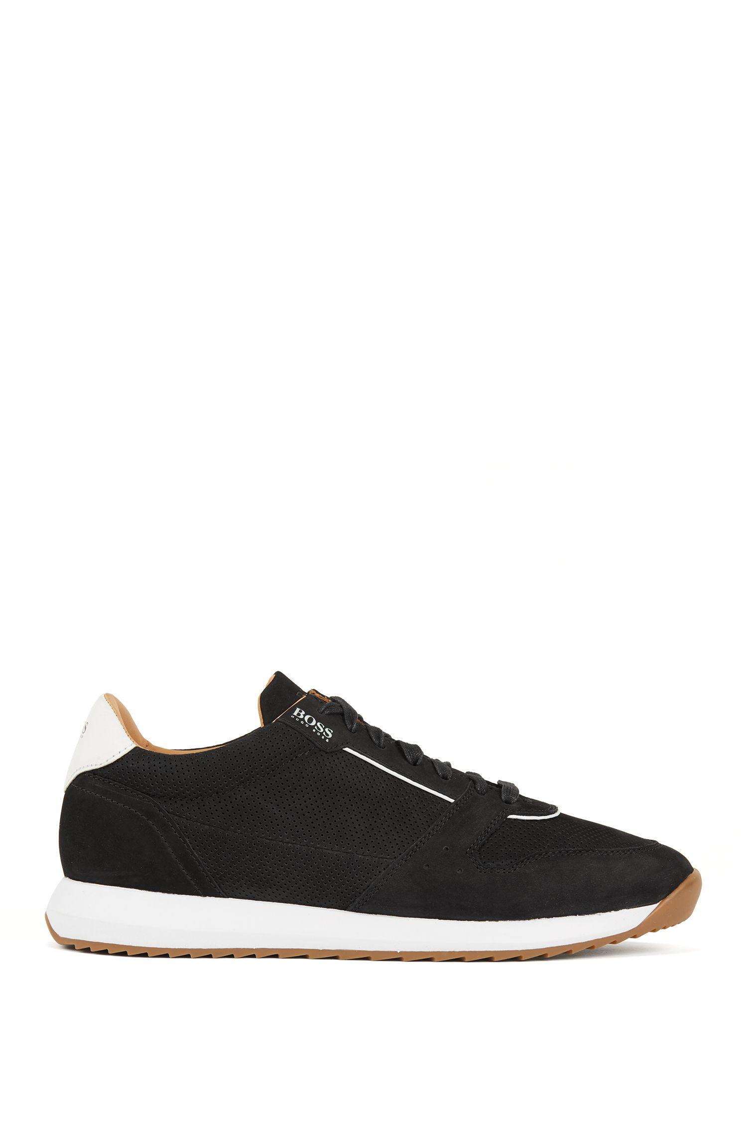Sneakers aus Nubukleder mit gelaserten Details, Schwarz