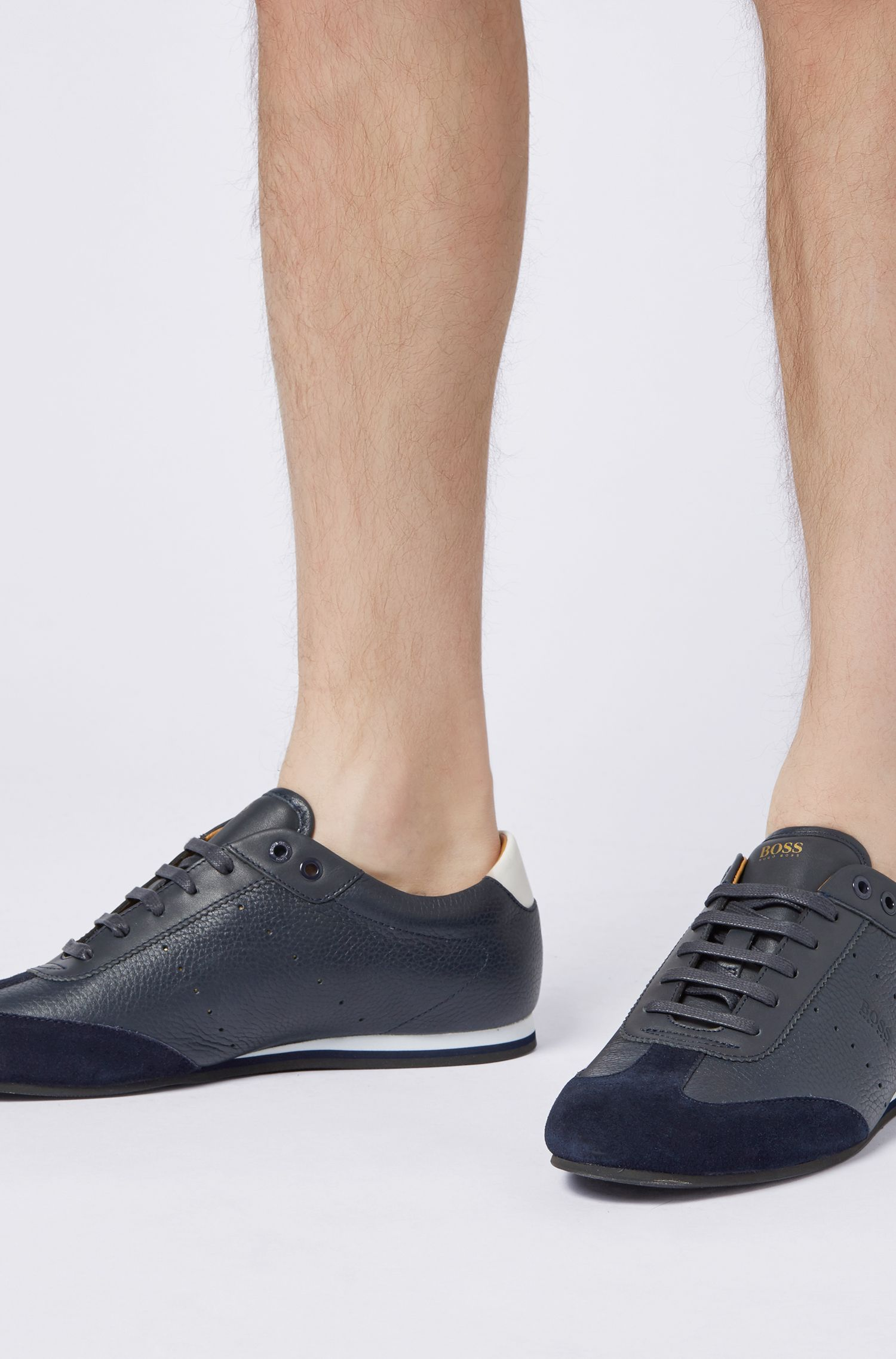 Sneakers low-top in pelle scamosciata martellata, Blu scuro