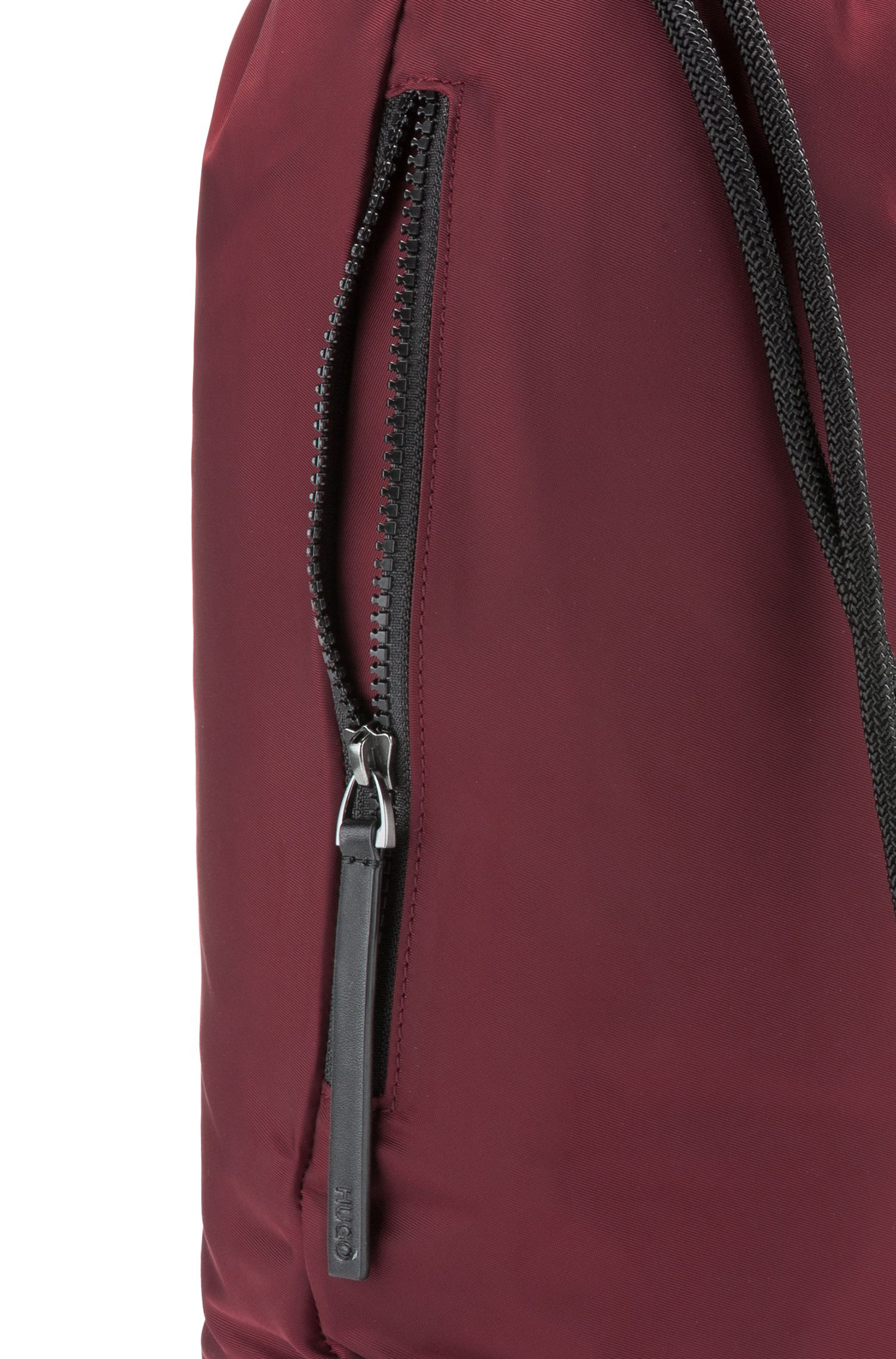 Rucksack aus Nylon-Gabardine mit Tunnelzug und Reversed-Logo, Dunkelrot