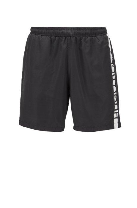 Bañador tipo shorts en tejido de secado rápido con detalles de logo, Negro