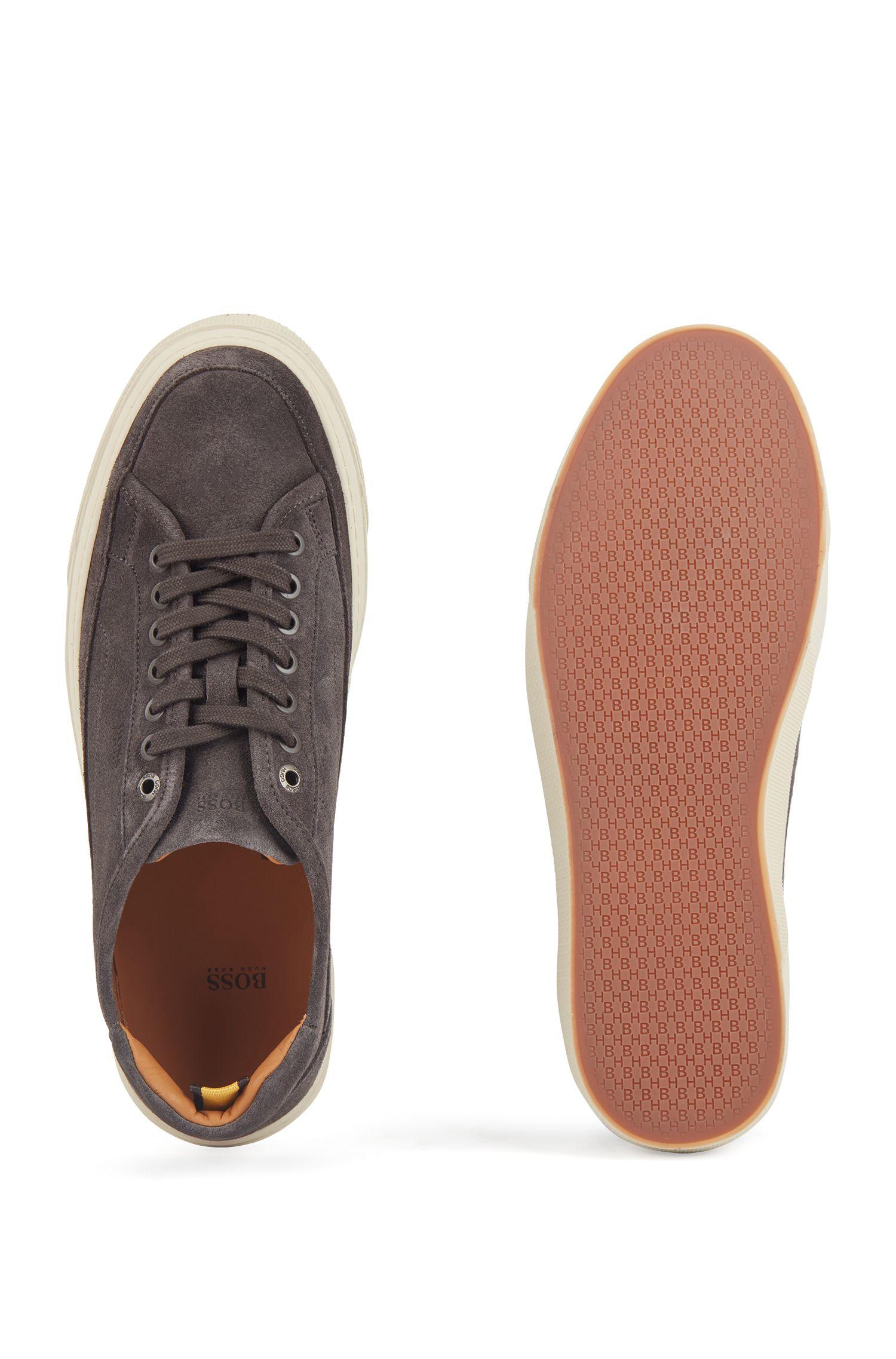 Sneakers in tennisstijl, van kalfssuède met zool met monogram, Donkergrijs