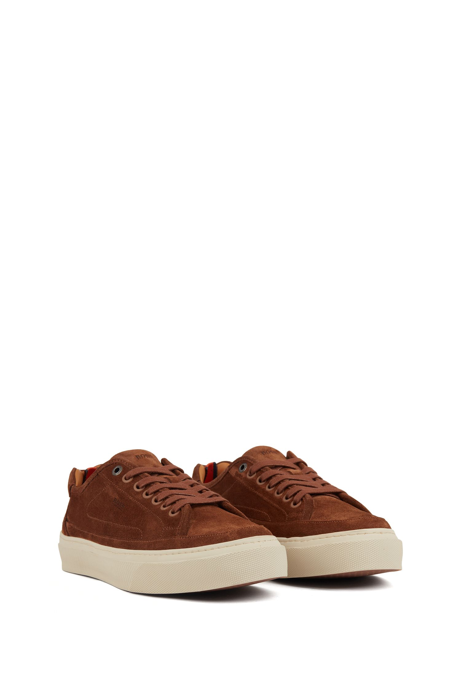 Sneakers ispirate al tennis in pelle scamosciata di vitello con suola monogrammata, Marrone