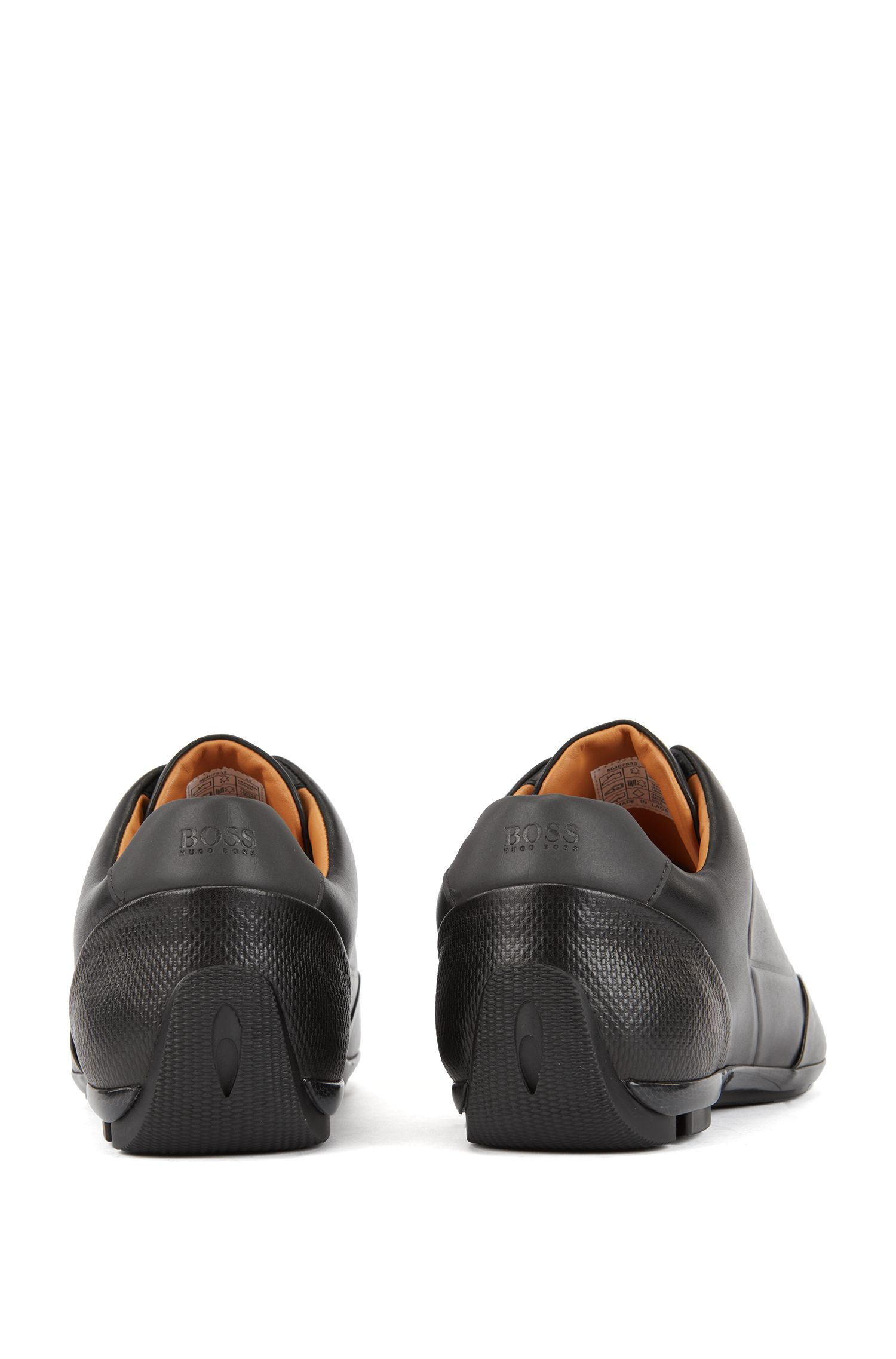 Op motorsport-geïnspireerde sneakers van nappaleer met monogramreliëf, Zwart
