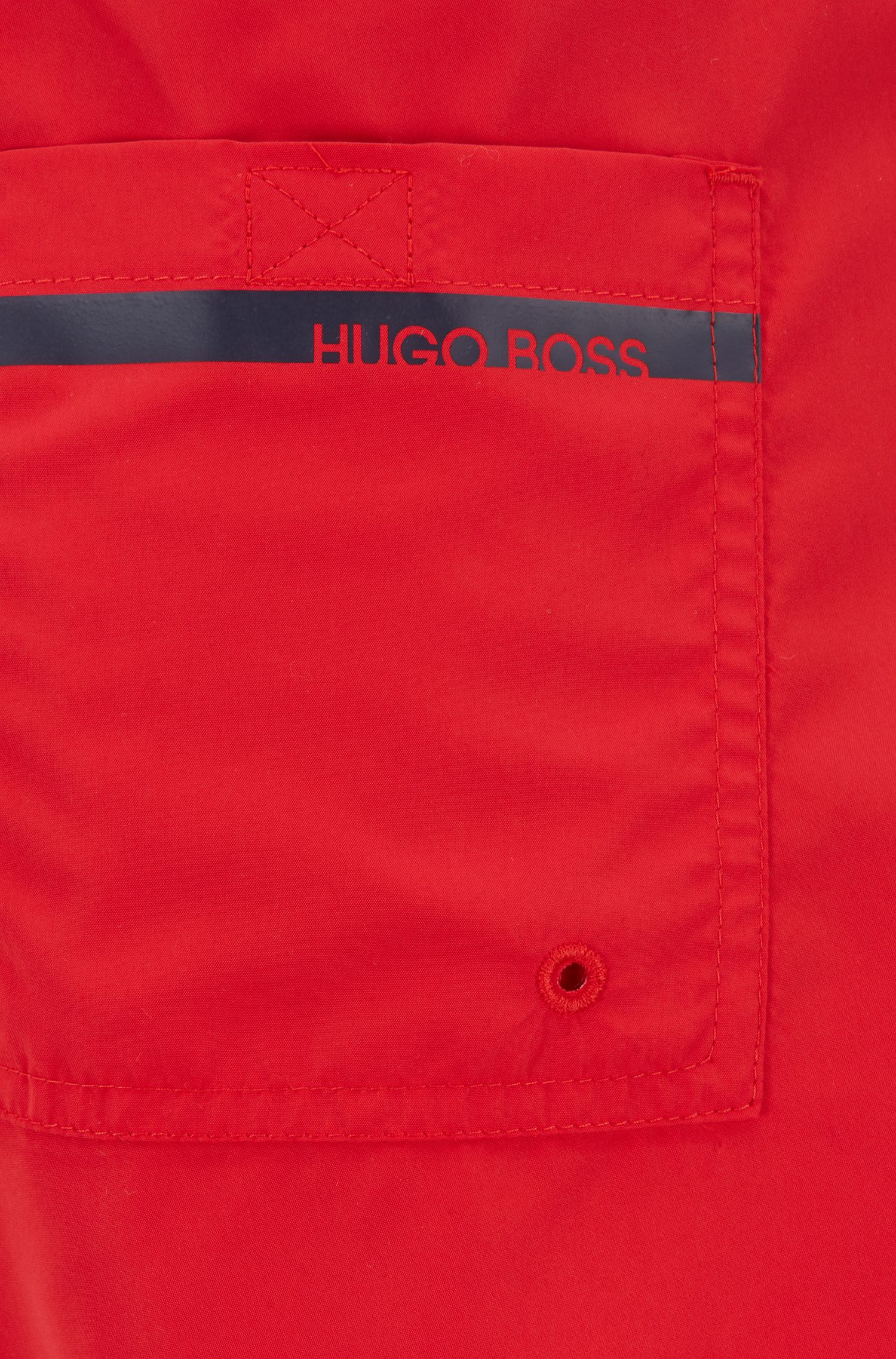 Mittellange Badeshorts mit hitzeversiegeltem Logo-Print, Rot