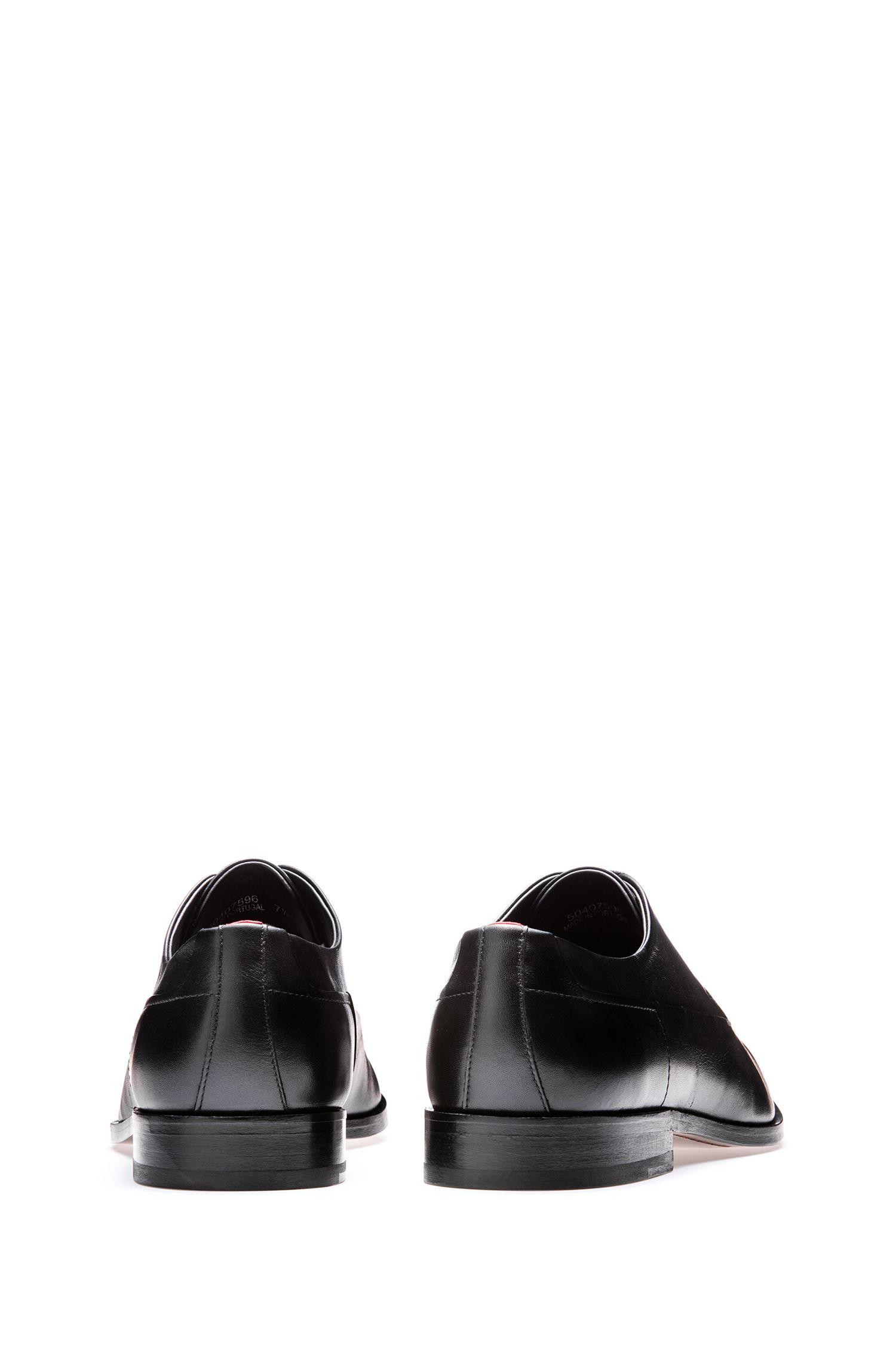 Derbys aus Leder mit charakteristischen Details, Schwarz