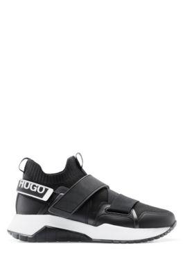 Sneakers mit Strickeinsatz und gebrandetem Klettverschluss, Schwarz