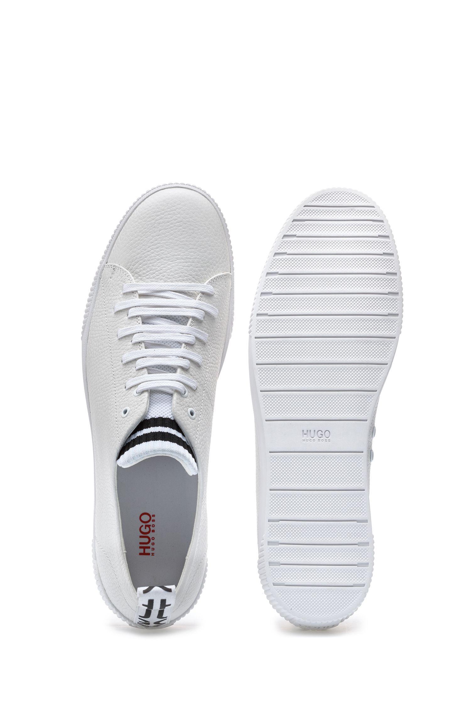 Sneakers aus genarbtem Leder mit origineller Schnürung, Weiß