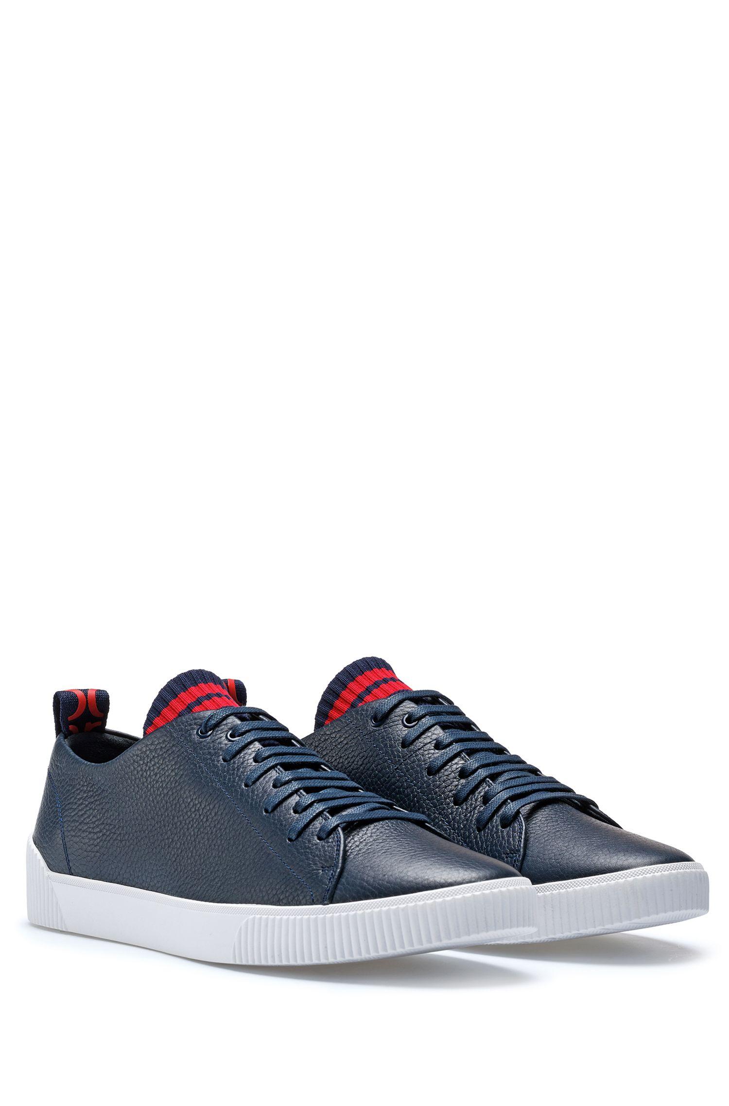 Sneakers aus genarbtem Leder mit origineller Schnürung, Dunkelblau
