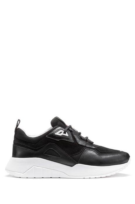 Robuste Sneakers aus Leder und Material-Mix mit Logo-Schlaufe, Schwarz