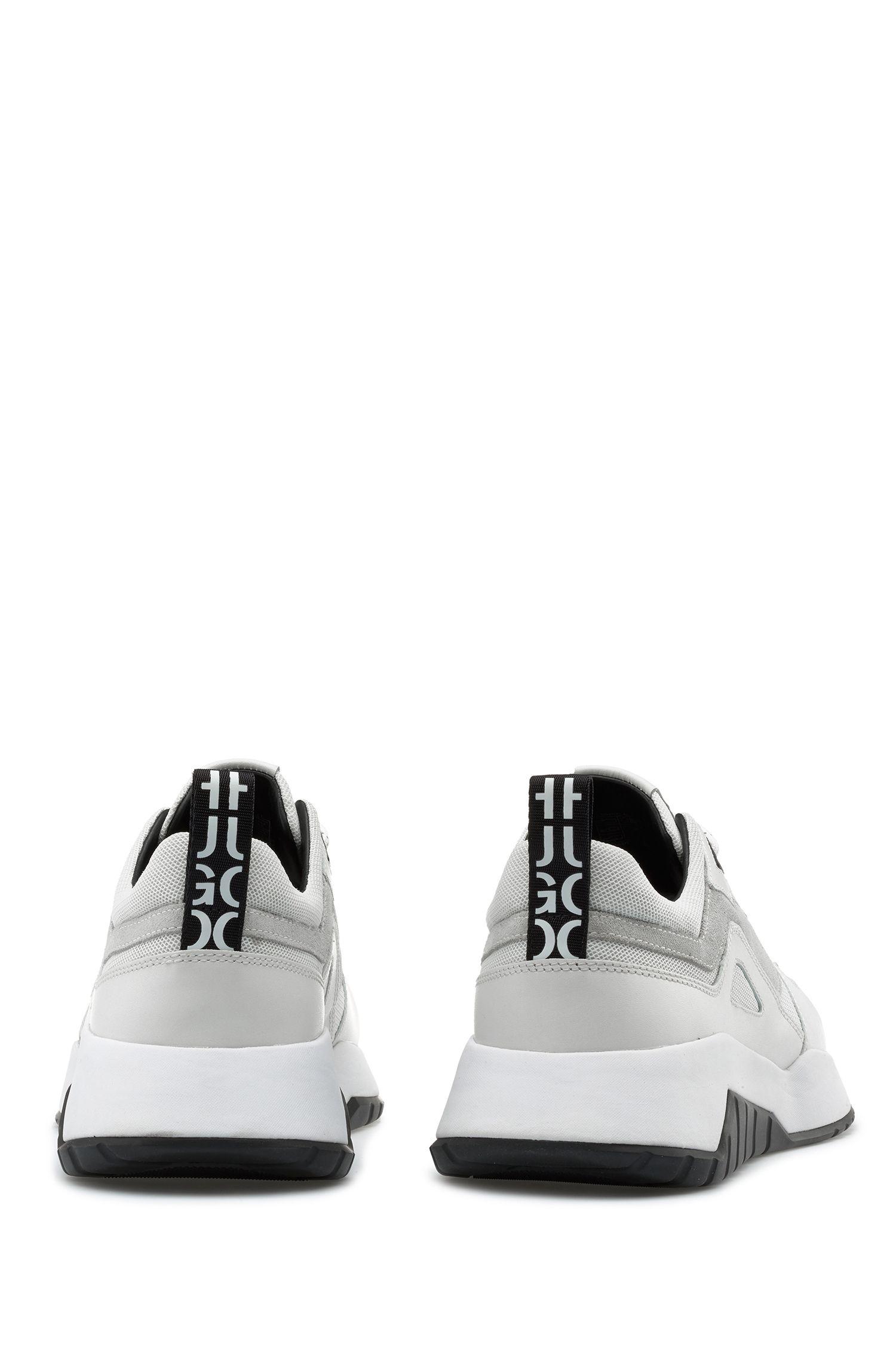 Robuste Sneakers aus Leder und Material-Mix mit Logo-Schlaufe, Weiß