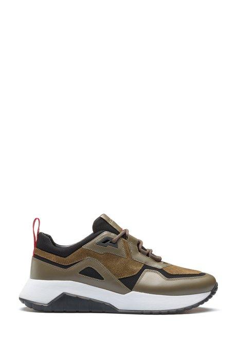 Robuste Sneakers aus Leder und Material-Mix mit Logo-Schlaufe, Dunkelgrün