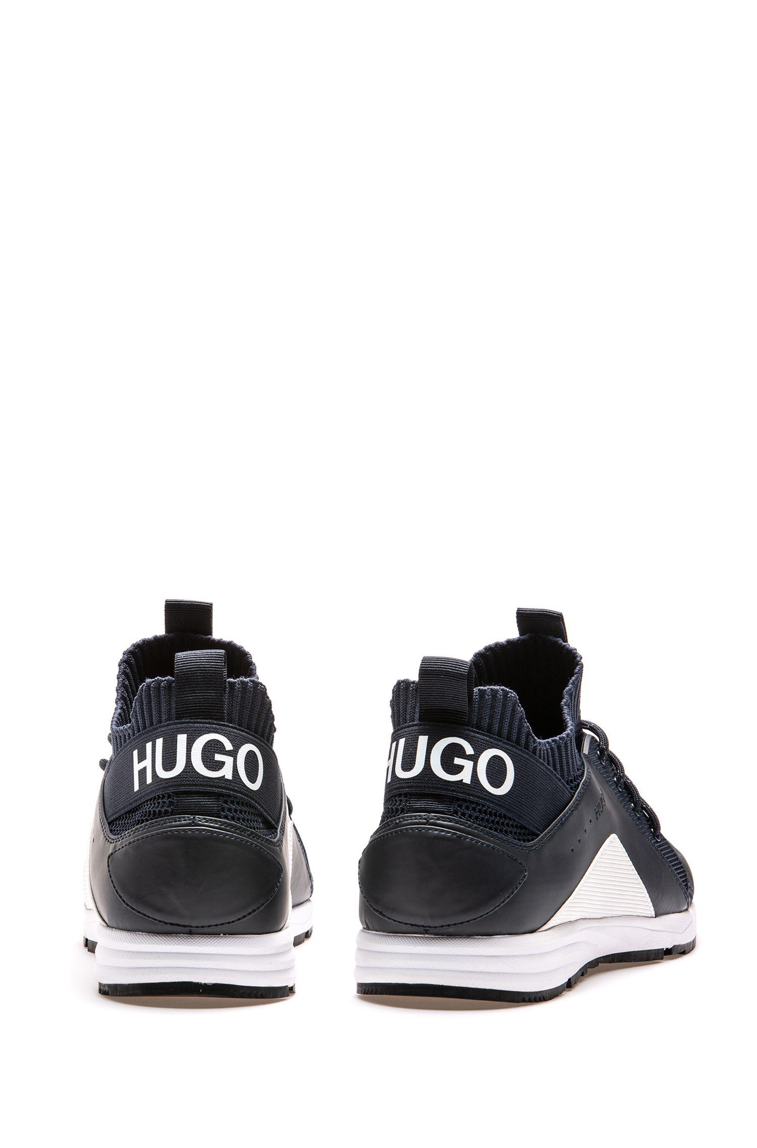 Sneakers im Laufschuh-Stil mit Vibram-Sohlen und Stricksocken, Dunkelblau