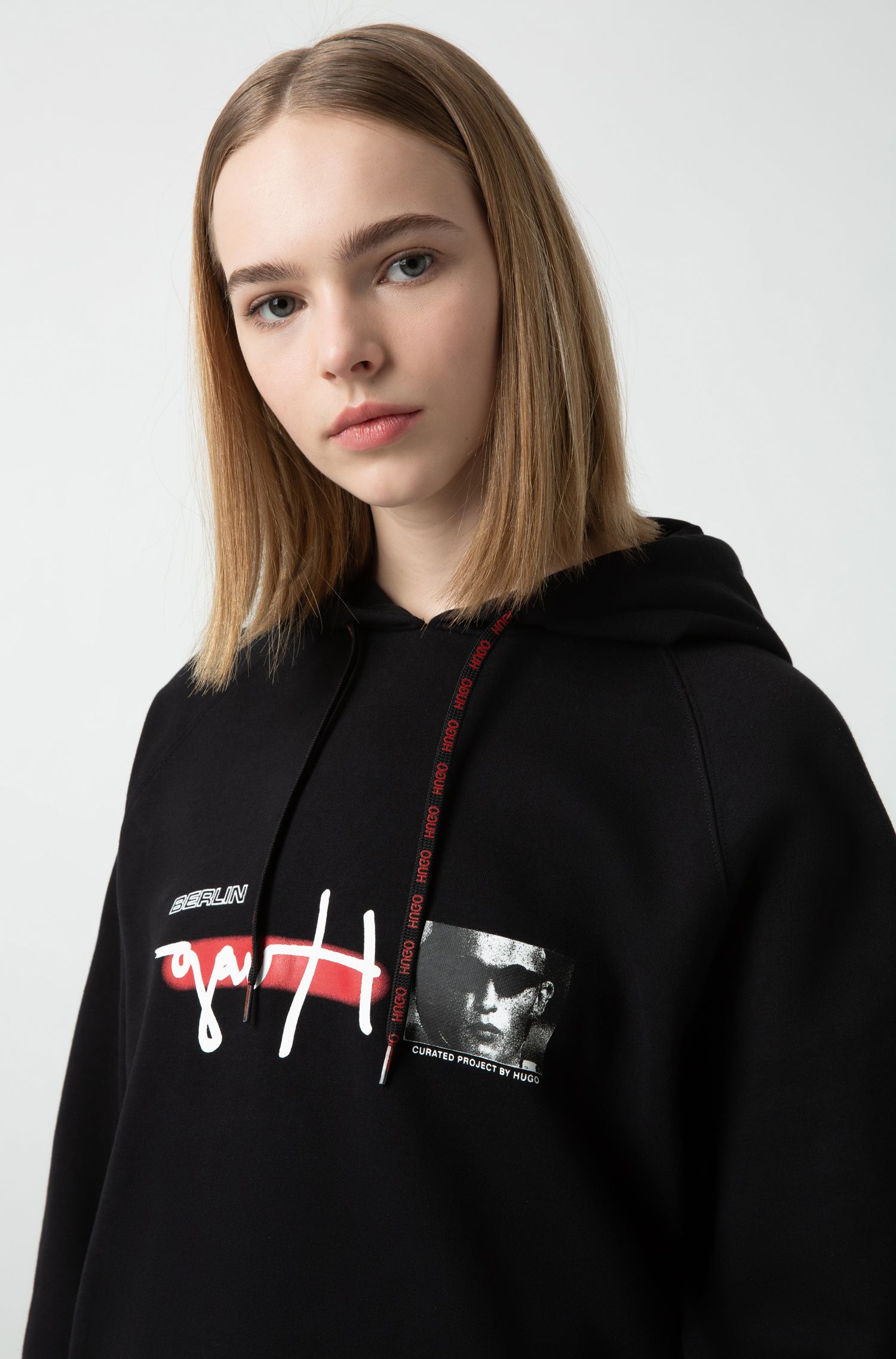 "Oversized Unisex-Sweatshirt mit Kapuze und ""Curated Project""-Print, Schwarz"