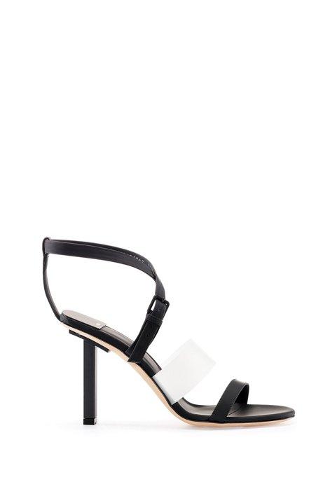 In Italië vervaardigde sandalen met bandjes, vierkante hak en logo, Zwart