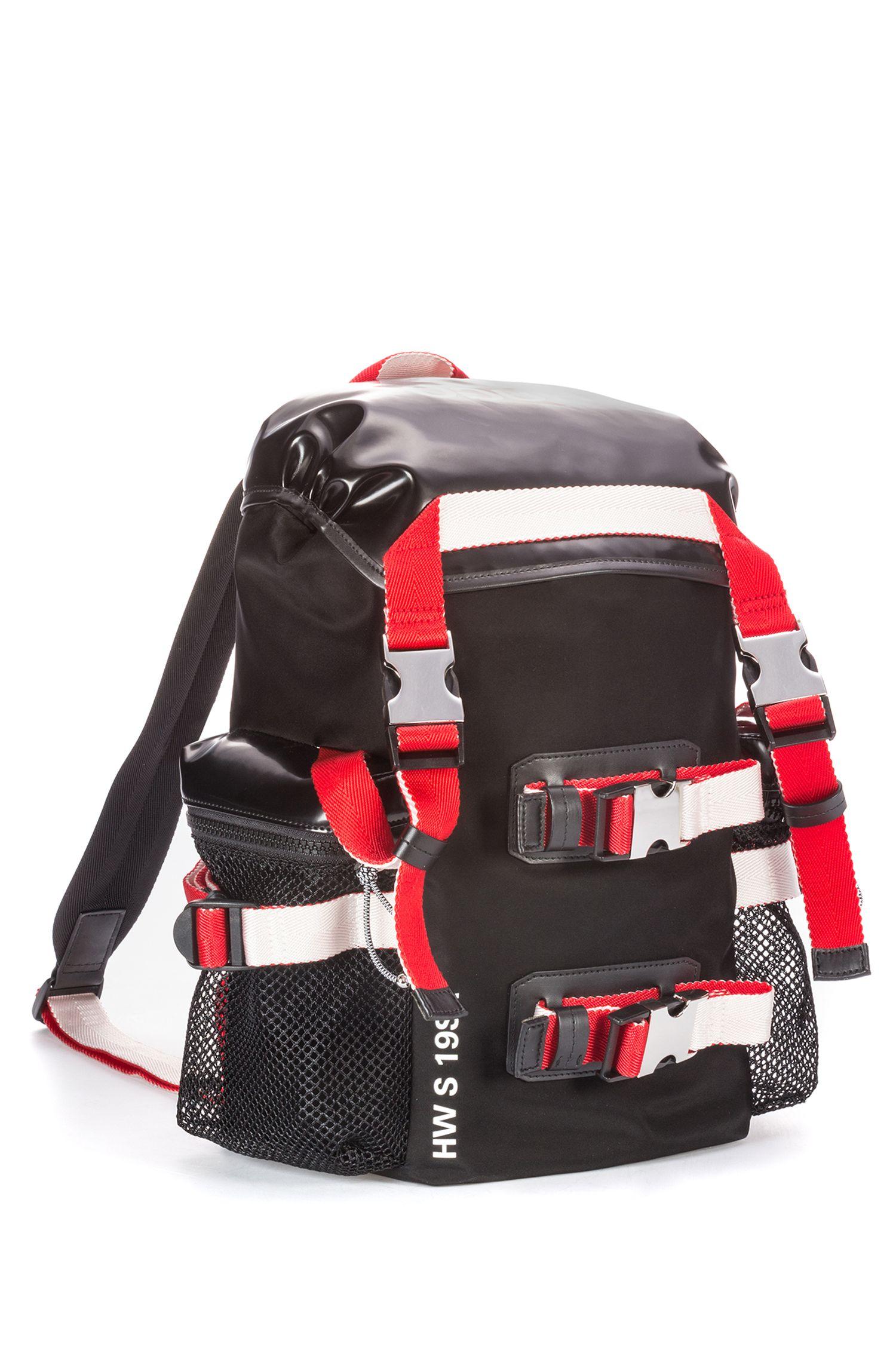 Hybrid-Rucksack aus Material-Mix mit spiegelverkehrtem Logo, Schwarz