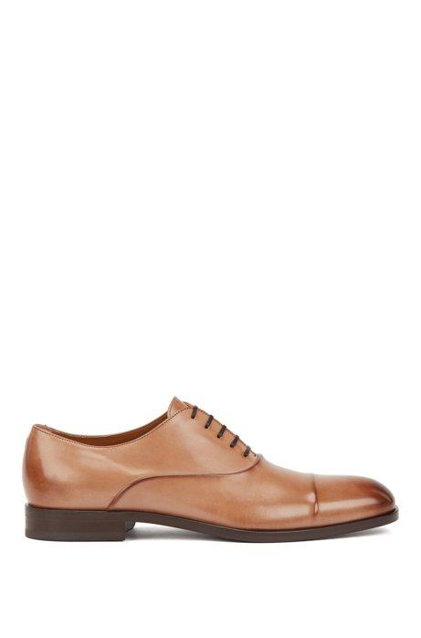 Chaussures Oxford confectionnées en Italie, en cuir de veau au tannage végétal, Marron