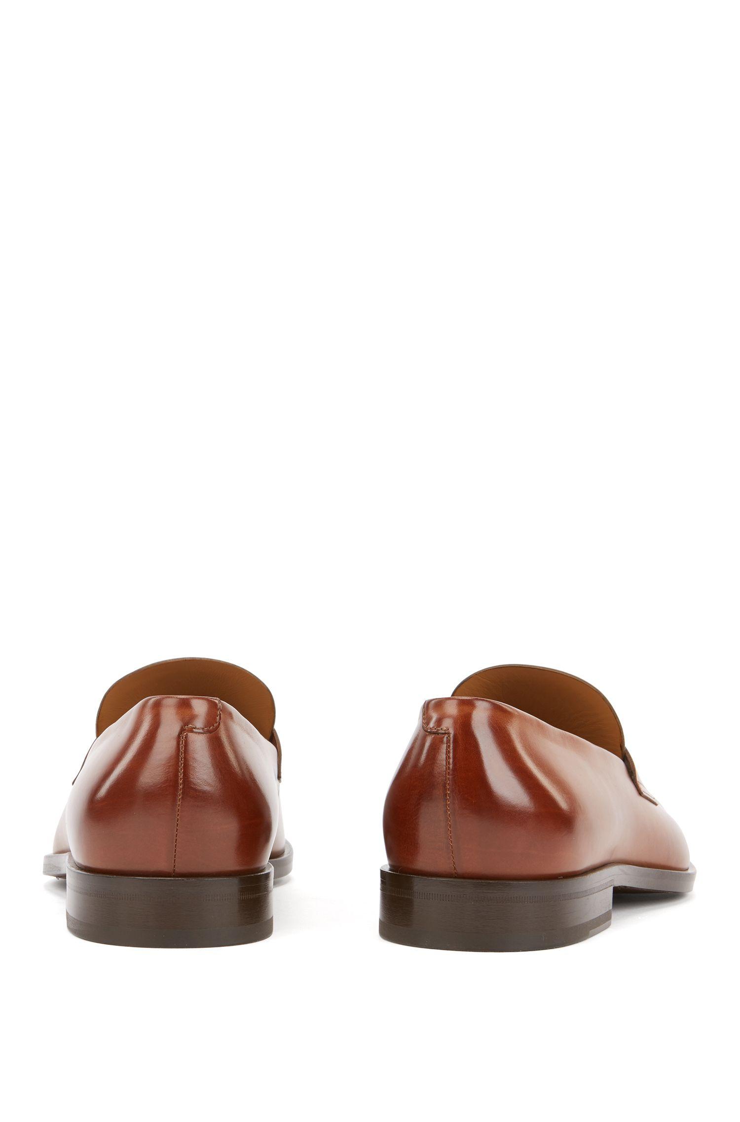In Italië vervaardigde loafers van gepolijst, plantaardig gelooid leer, Bruin