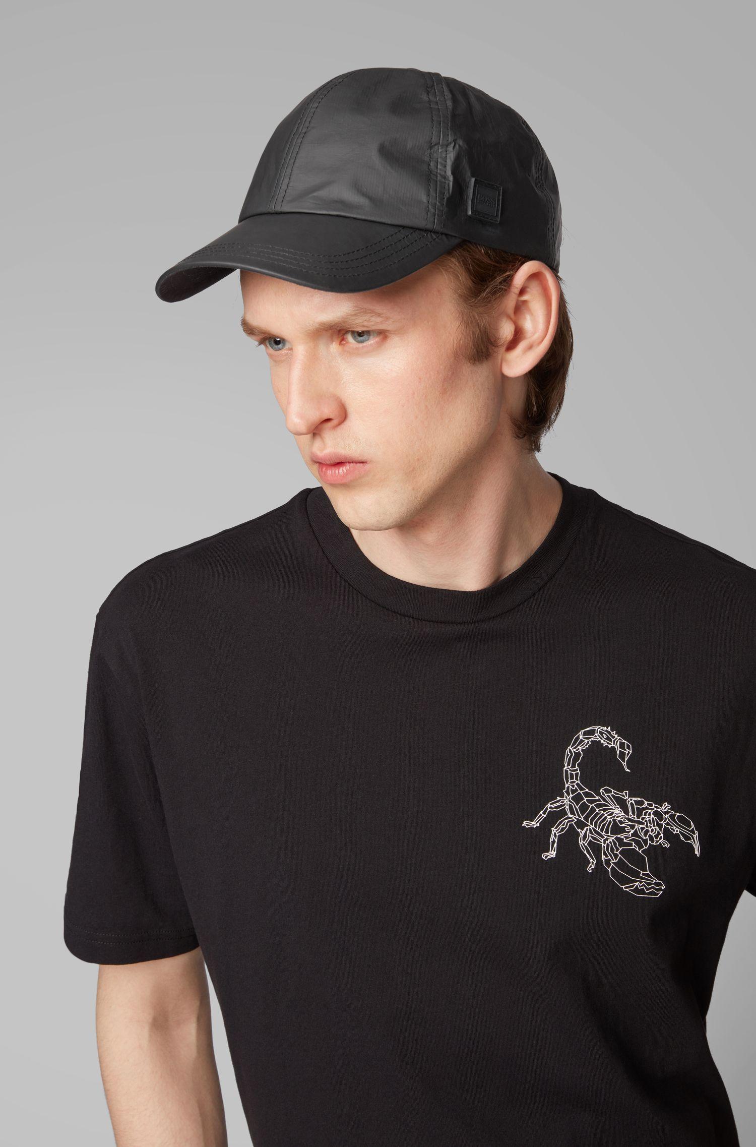Cap aus Tyvek® mit Garment-Waschung und Logo-Aufnäher aus Silikon, Schwarz