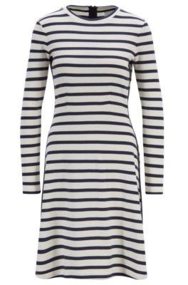 Slim-Fit Kleid aus gestreifter Baumwolle mit Tape-Details, Gemustert