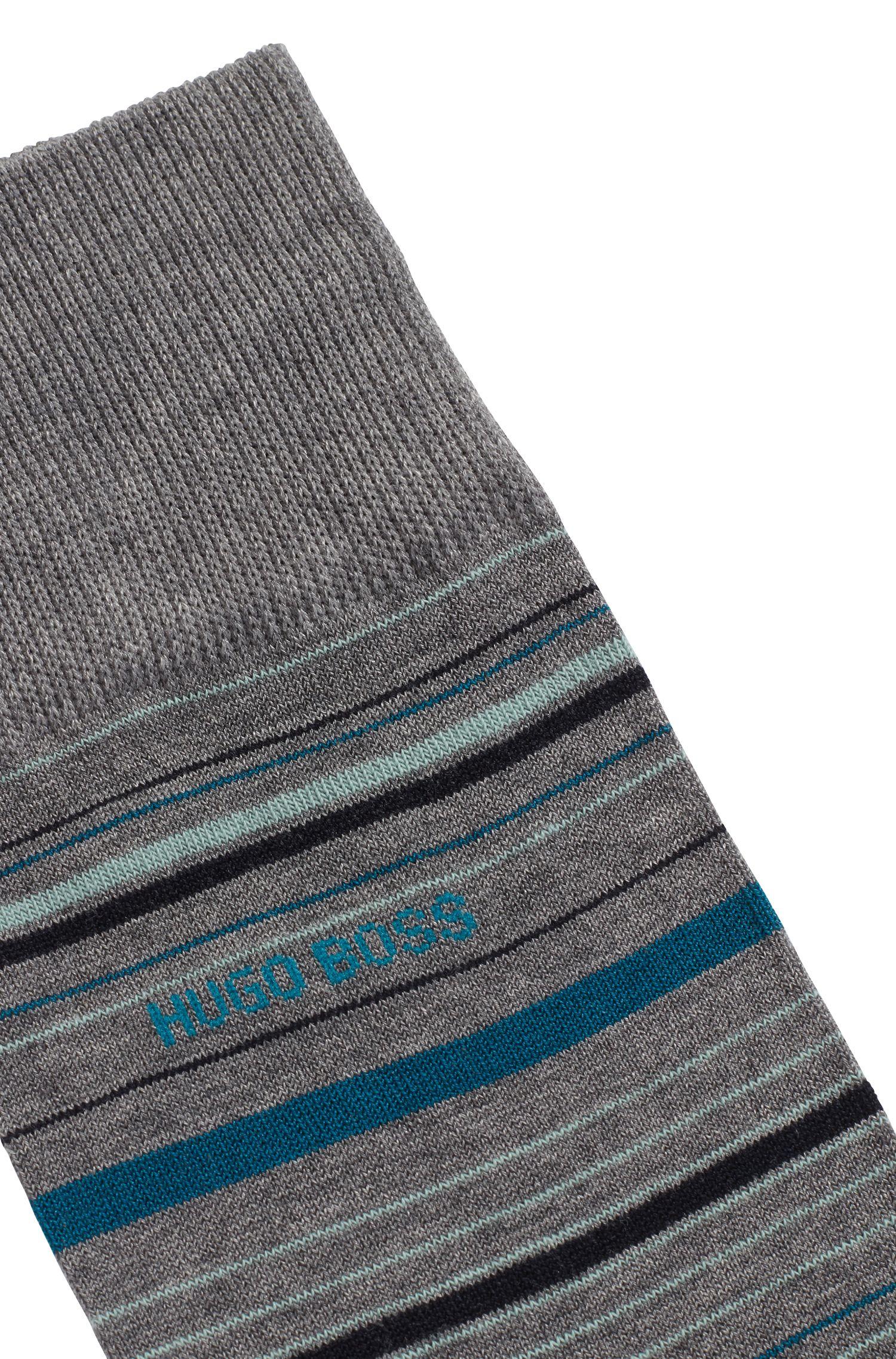 Gestreifte mittelhohe Socken aus merzerisiertem Baumwoll-Mix, Grau