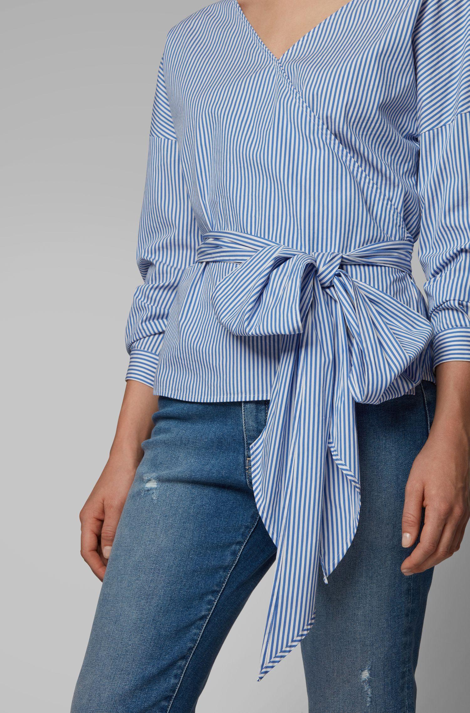 Regular-Fit Bluse aus gestreifter Stretch-Popeline, Blau