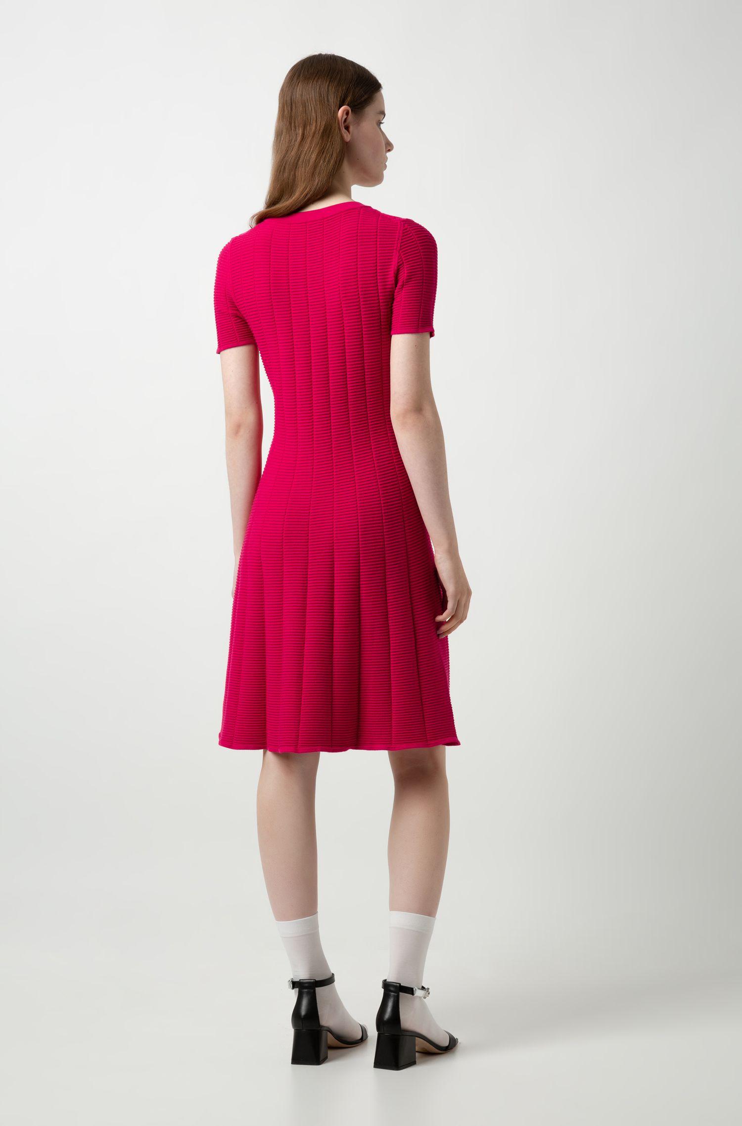 Vestido slim fit en tejido especialmente elástico con textura de rejilla, Rosa oscuro