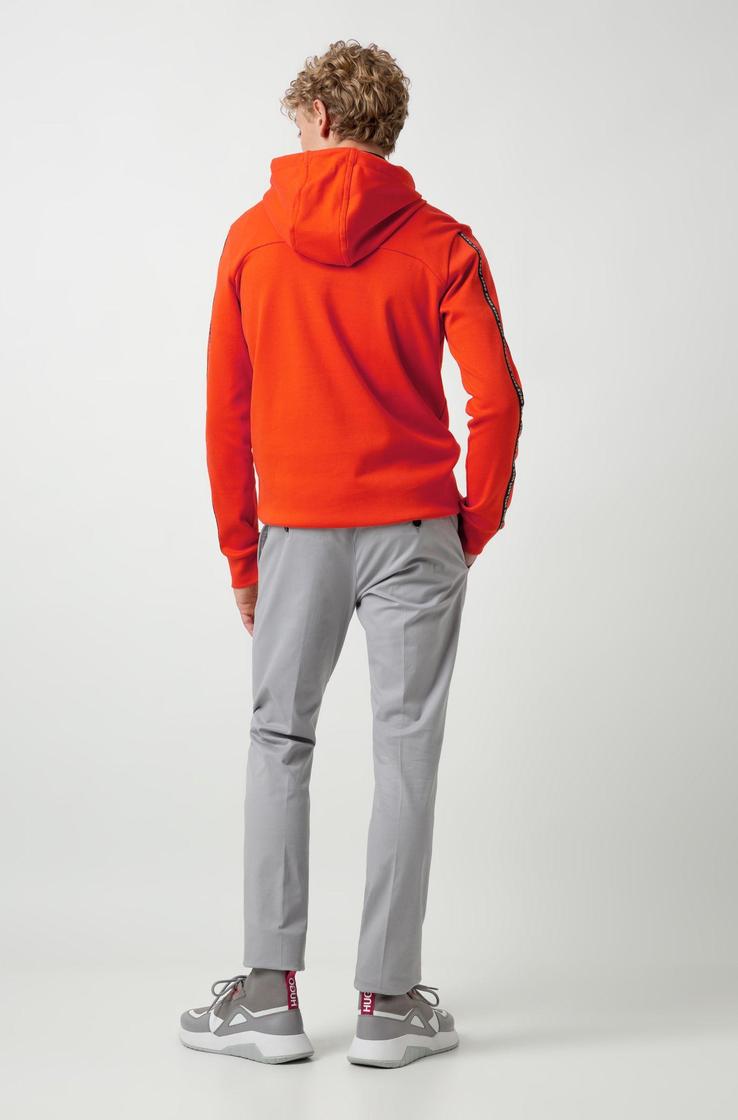Slim-Fit Hose aus Stretch-Gabardine, Hellgrau