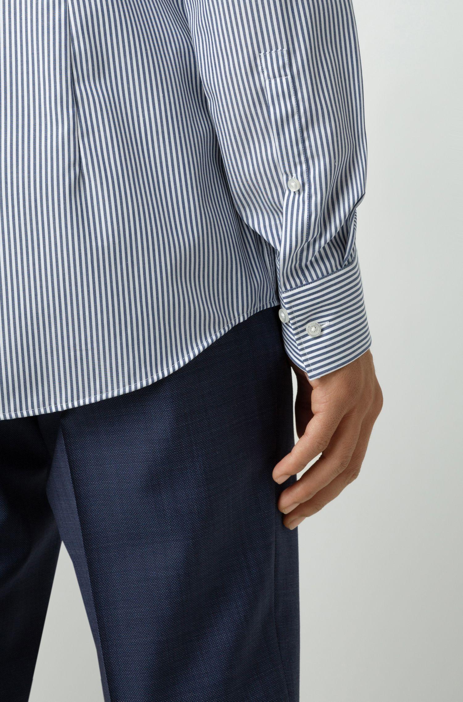 Gestreiftes Slim-Fit Hemd aus bügelleichter Baumwolle, Gemustert