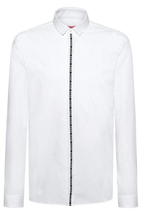 Chemise Extra Slim Fit avec ruban à logo inversé sur la patte de boutonnage, Blanc