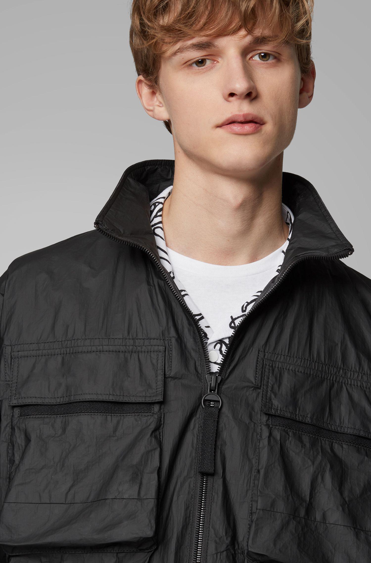 Winddichte Jacke aus matt beschichtetem Tyvek® mit Logo, Schwarz