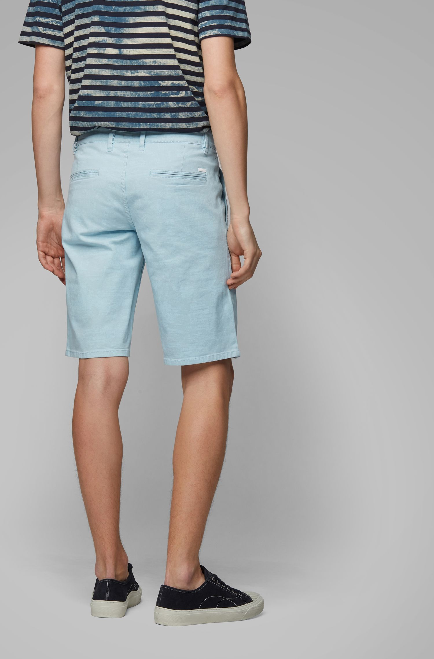 Regular-Fit Shorts aus Stretch-Baumwolle mit Pigment-Print, Hellblau