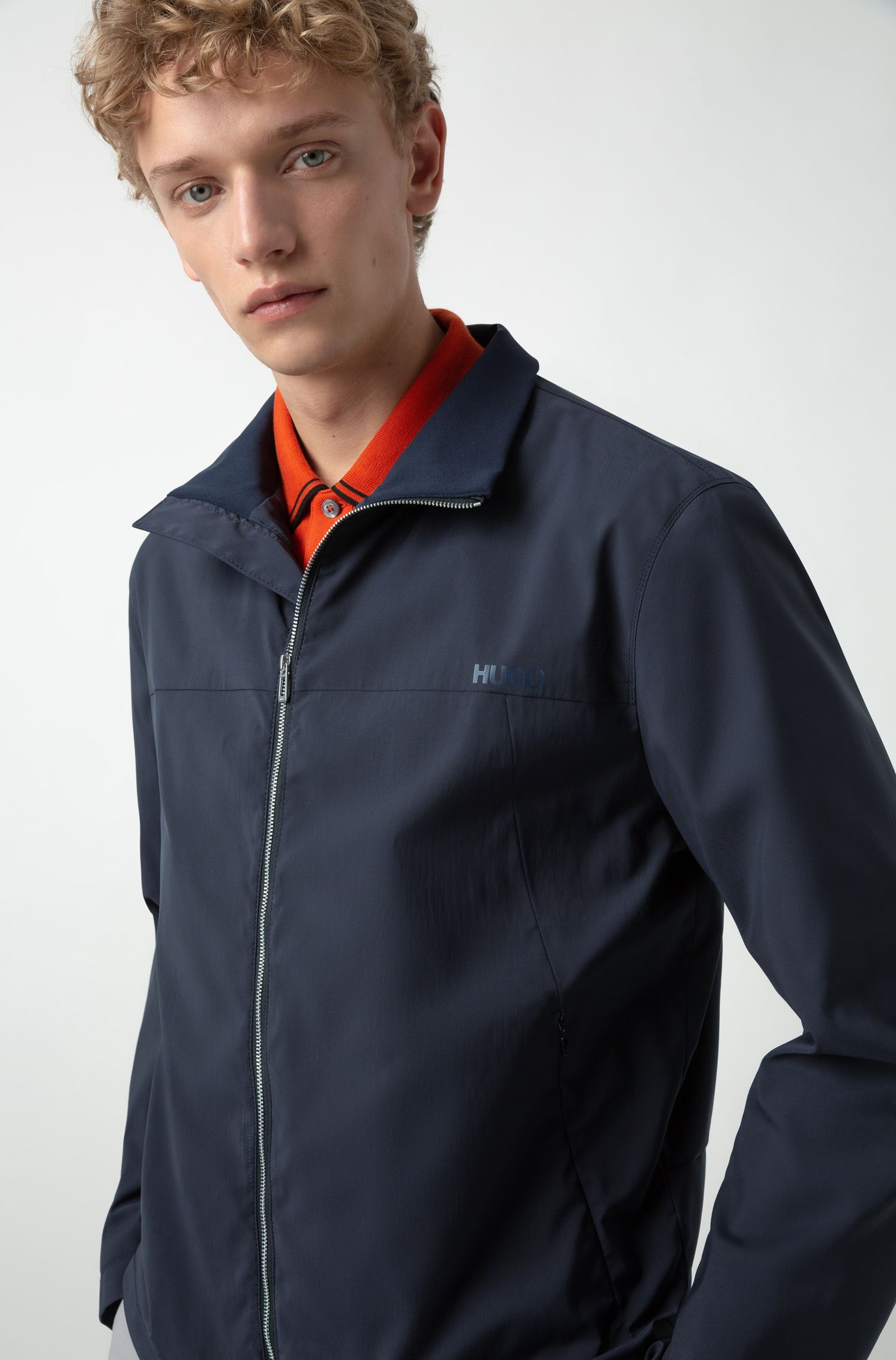 Waterafstotende slim-fit jas met gespiegelde logoprint, Donkerblauw