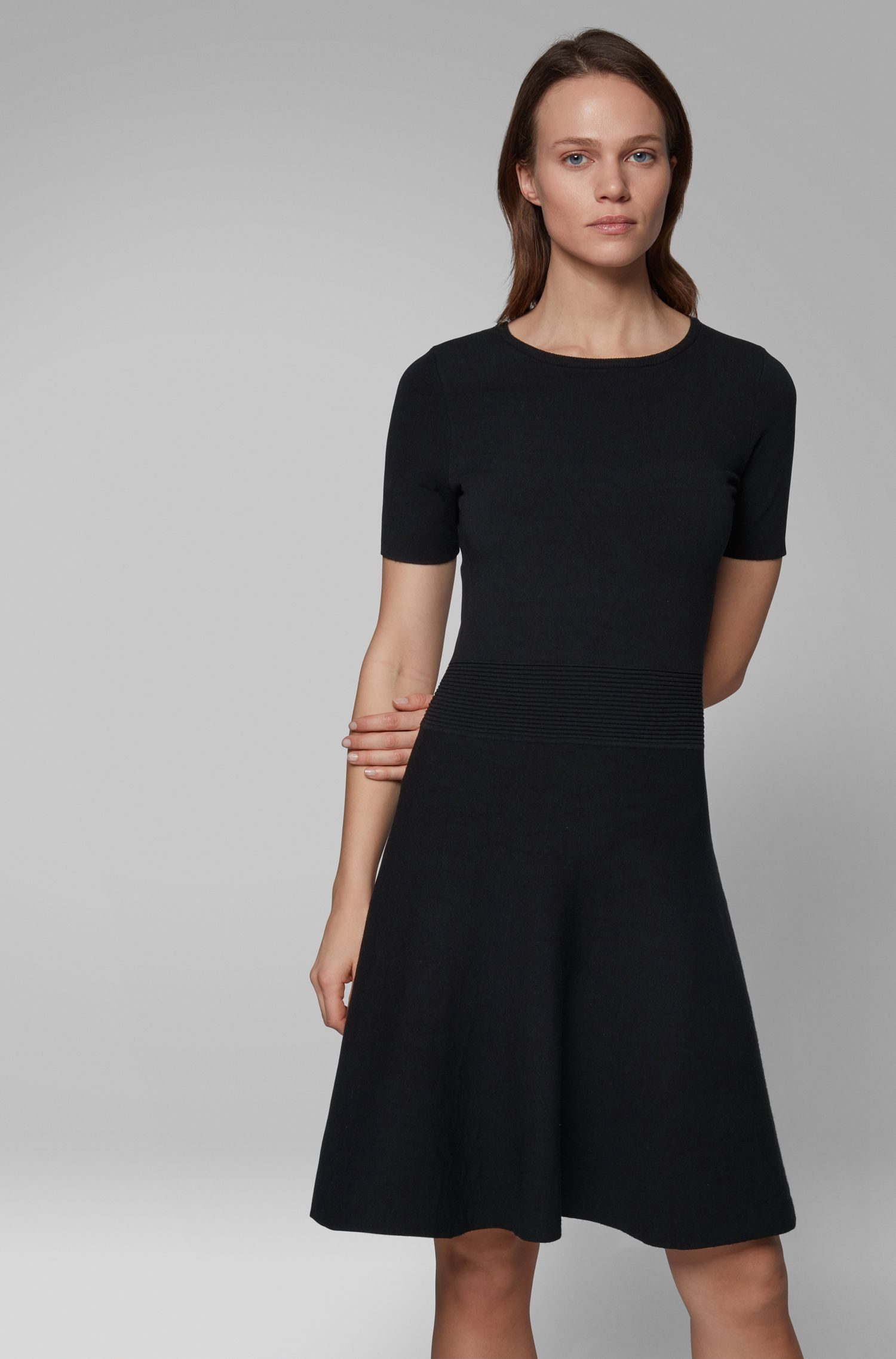Vestido de punto jacquard en dos tonos con cintura con textura, Negro
