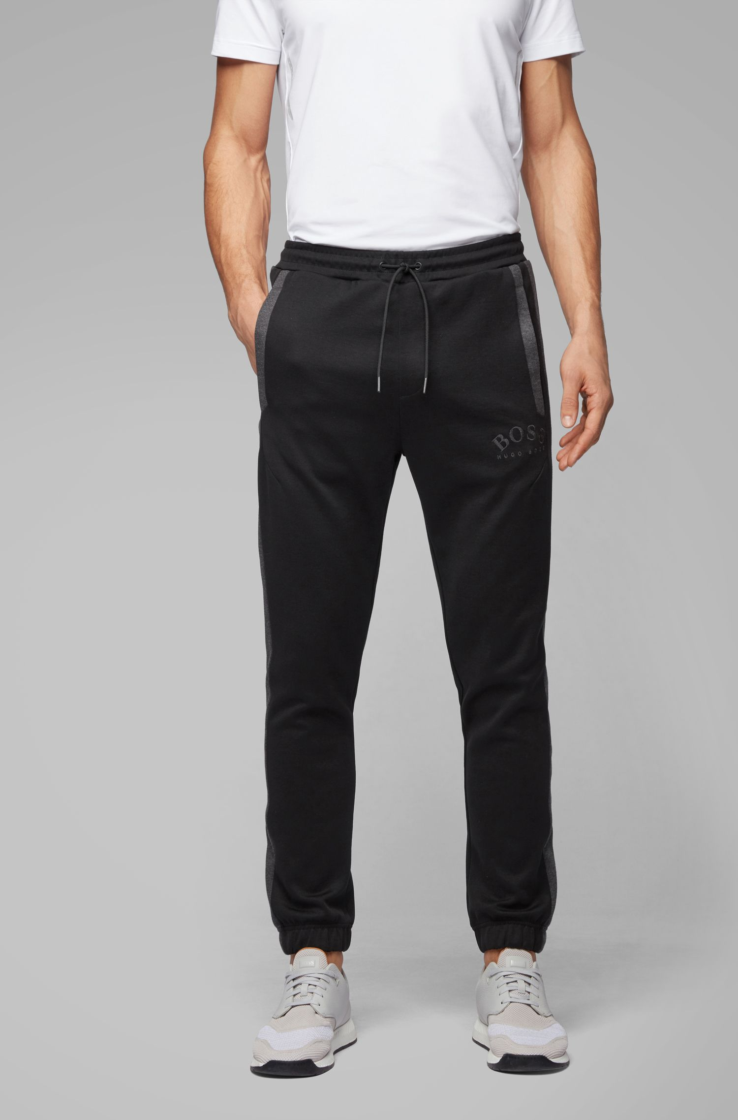 Slim-fit joggingbroek met gebogen logo, Zwart