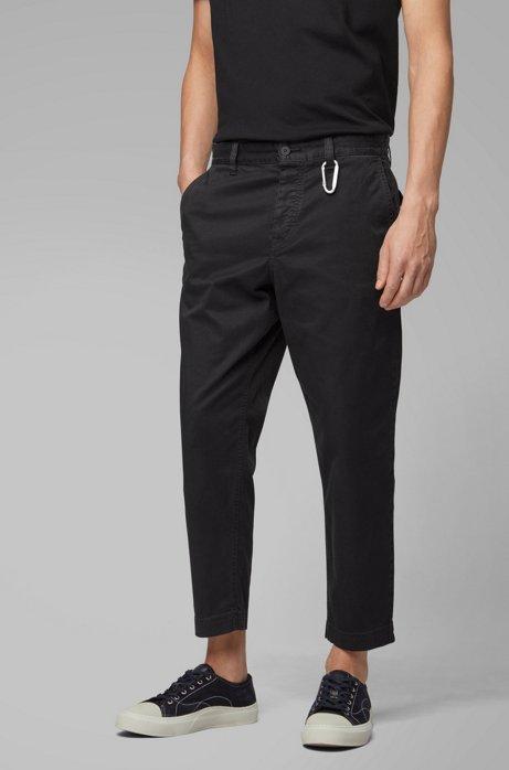 Pantalones tobilleros tapered fit con detalle de mosquetón, Negro