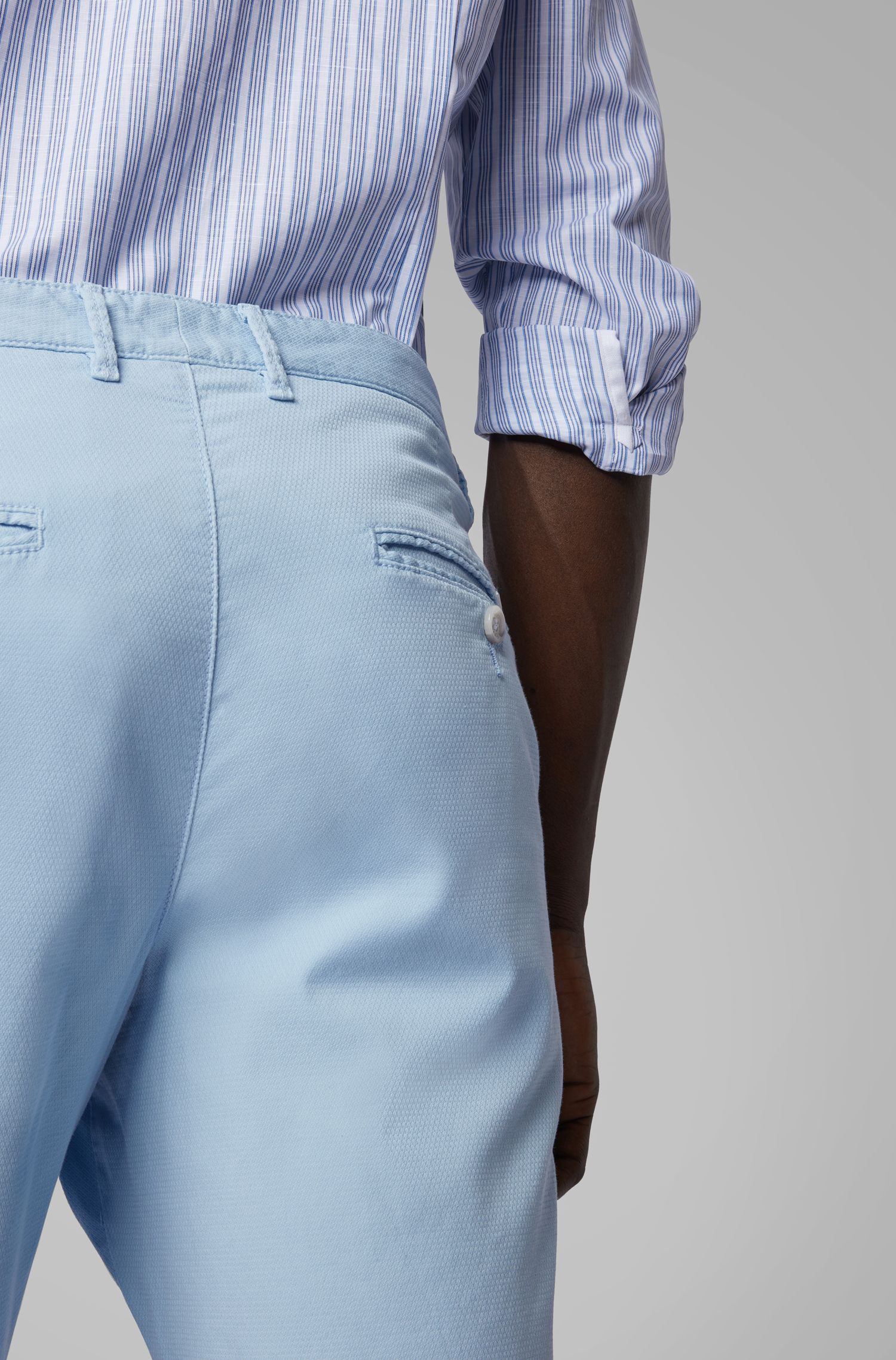 Short léger en coton stretch italien à la finition surteinte, Bleu vif