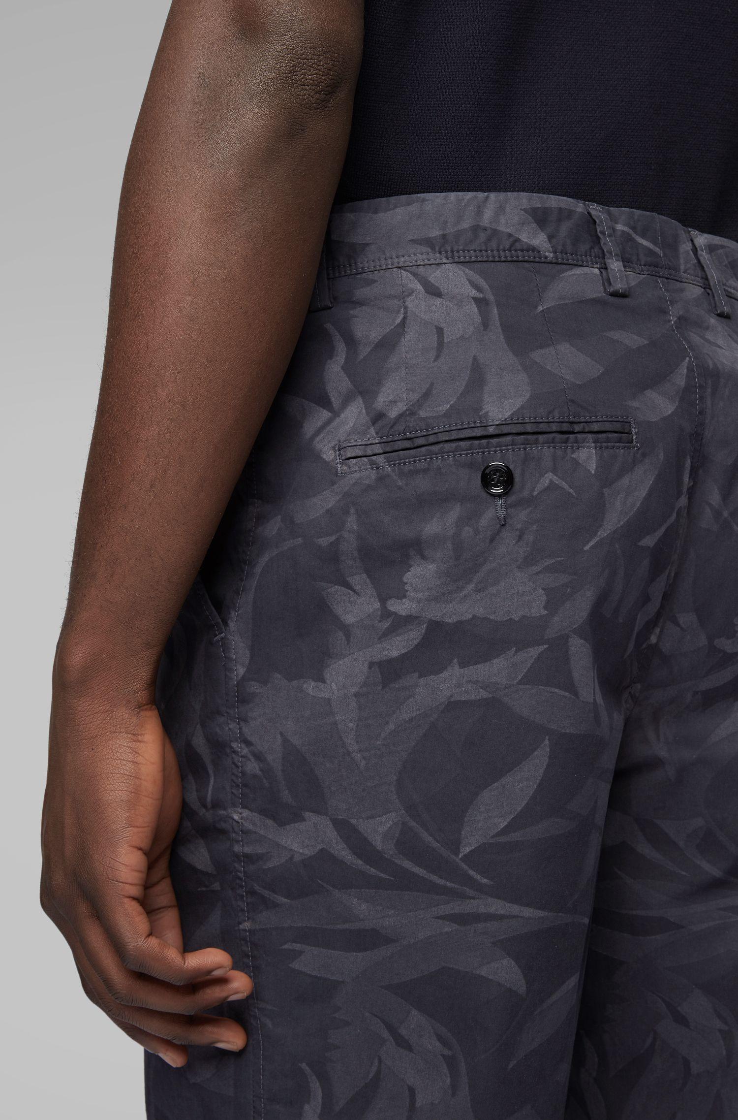 Lichte short in papertouch-stretchkatoen met camouflageprint, Donkerblauw
