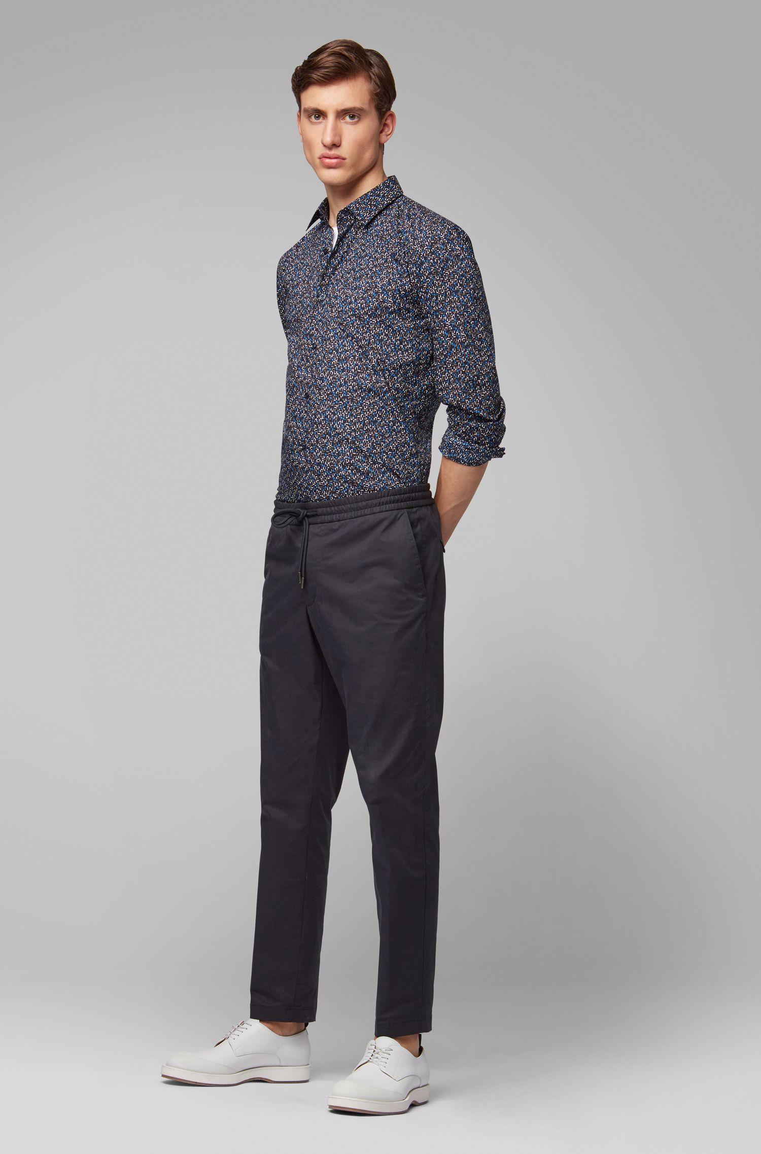 Slim-Fit Hemd aus italienischer Baumwolle mit abstraktem Print, Dunkelblau