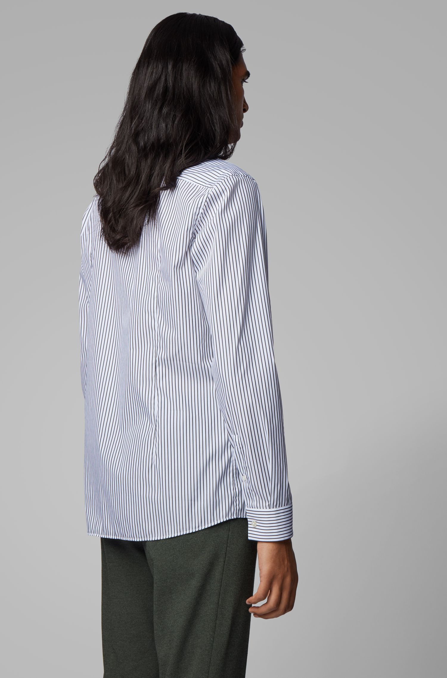 Chemise Slim Fit à rayures marquées et col montant, Noir