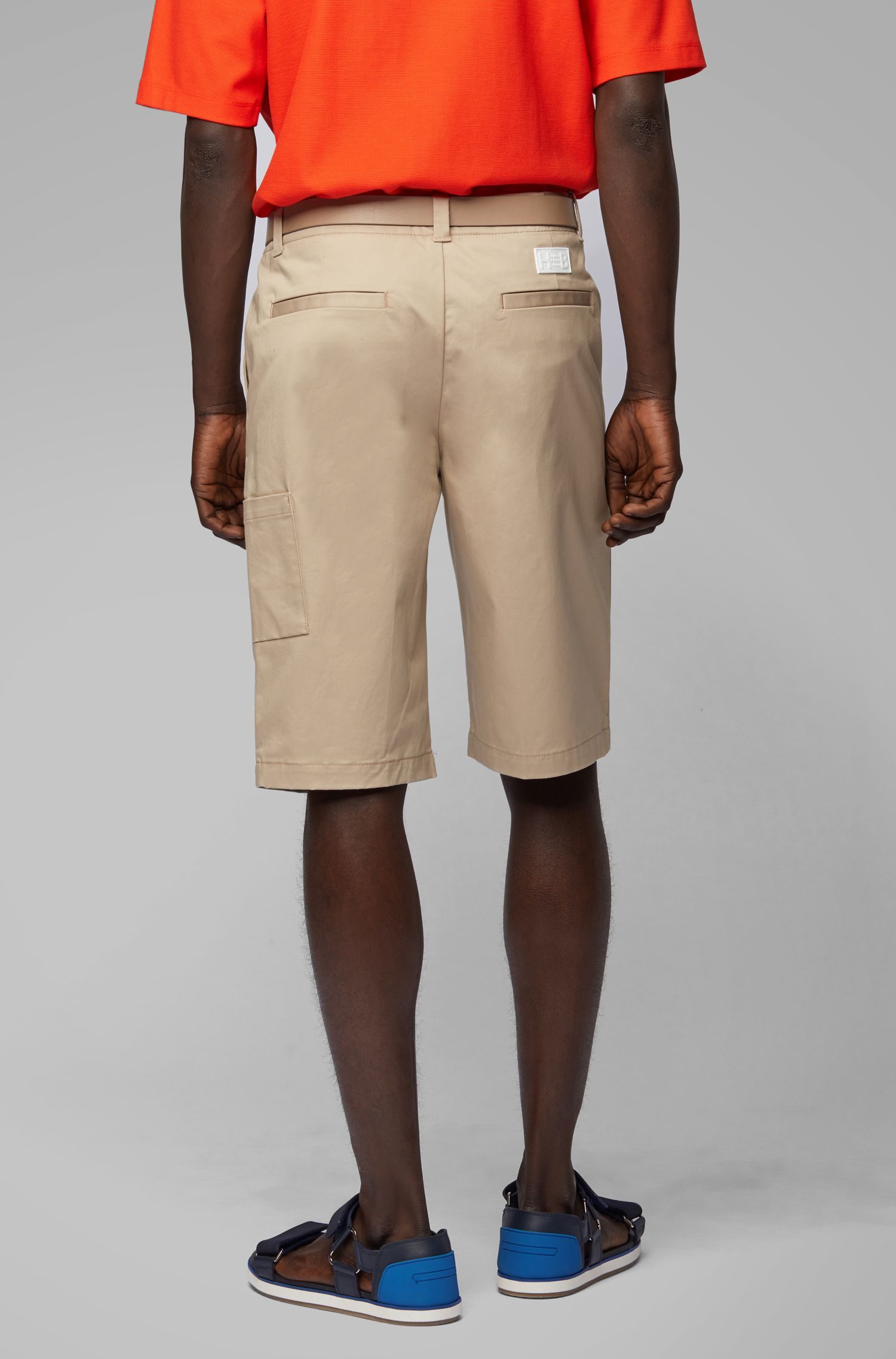 Shorts relaxed fit in gabardine di cotone elasticizzato ritorto, Beige chiaro